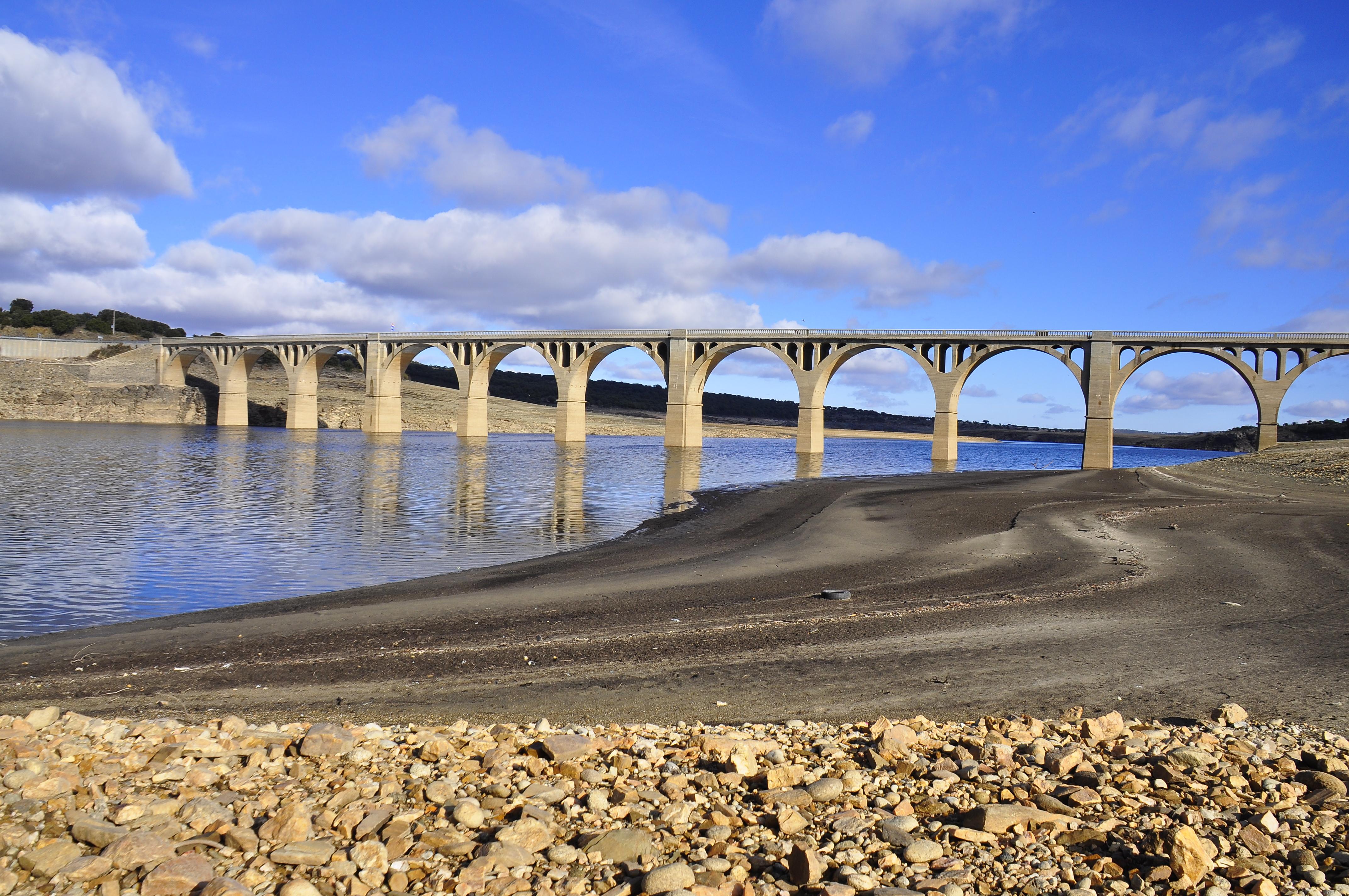 Puente del pantano photo