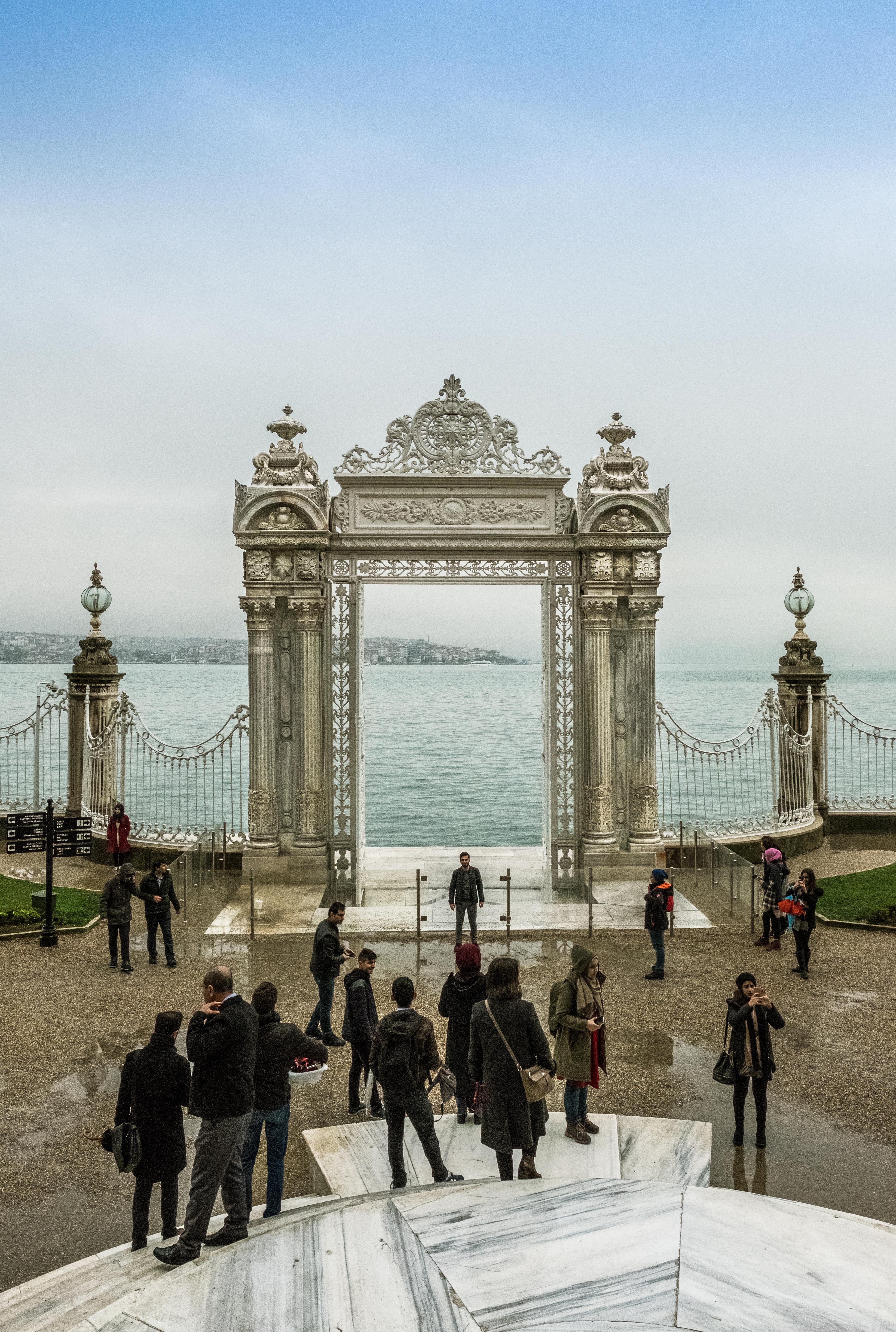 Puerta hacia el Bósforo del Palacio de Dolmabahçe, Architecture, Building, Clock, Gate, HQ Photo