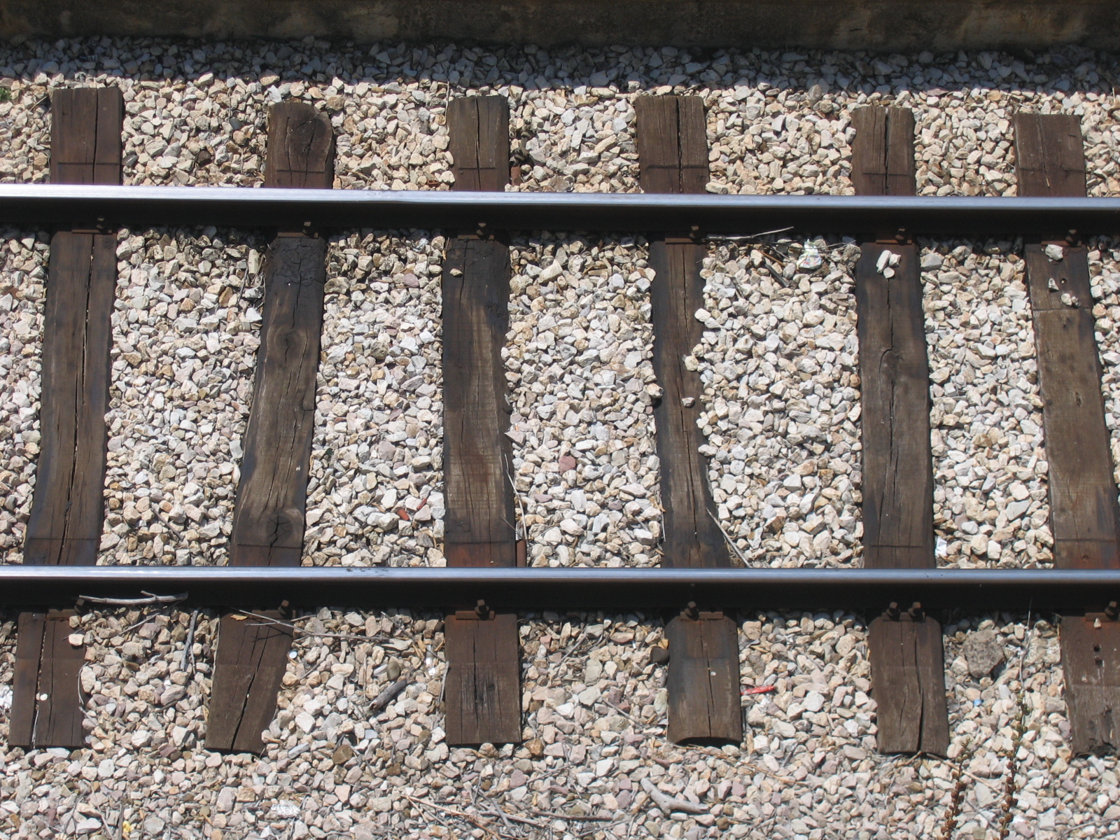 File:Rails from top.jpg - Wikimedia Commons