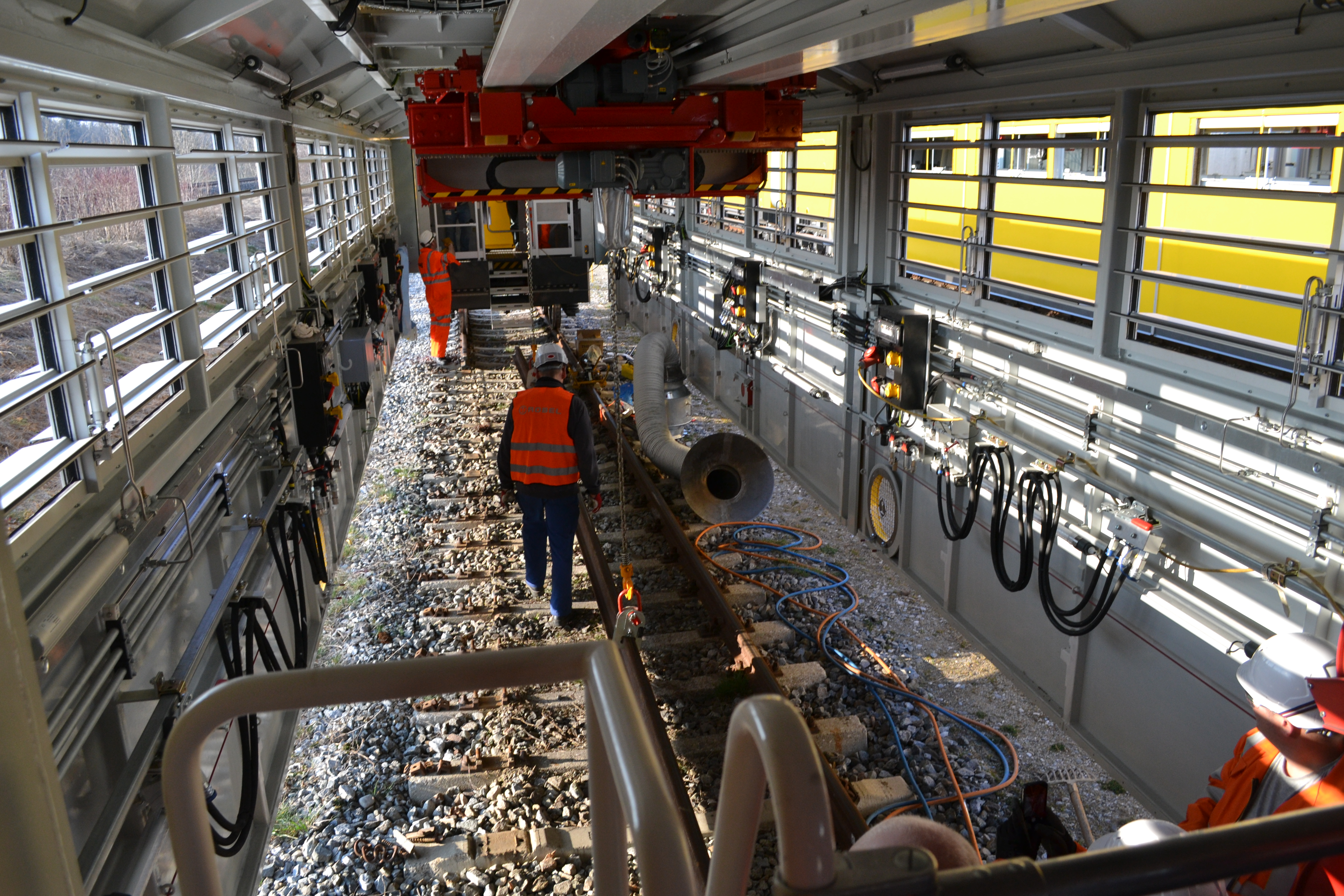 Britain's first 'workshop on wheels' set to revolutionise railway ...