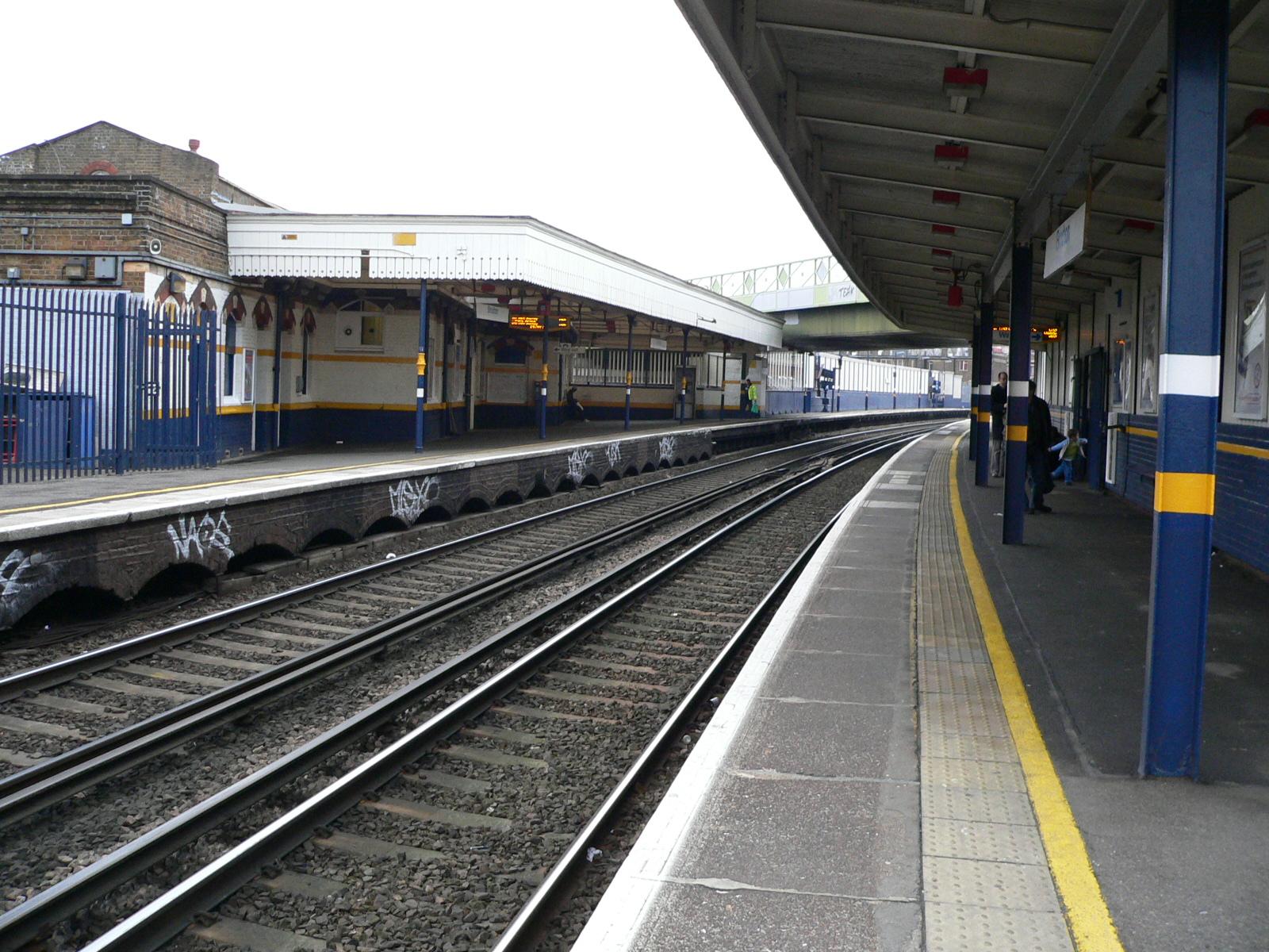 File:Brixton railway station 02.jpg - Wikimedia Commons