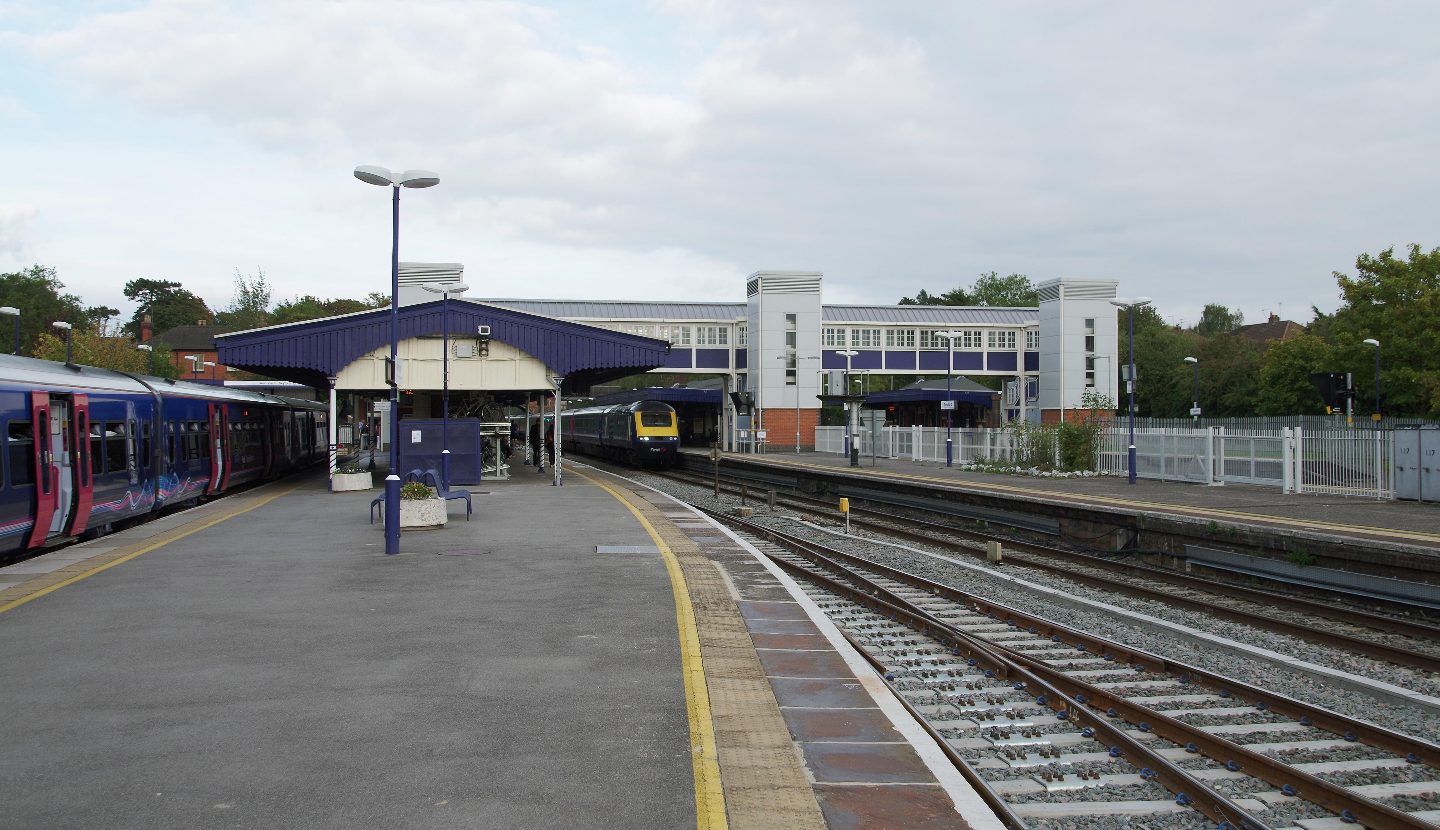 File:Twyford railway station MMB 01 165104 43XXX.jpg - Wikimedia Commons
