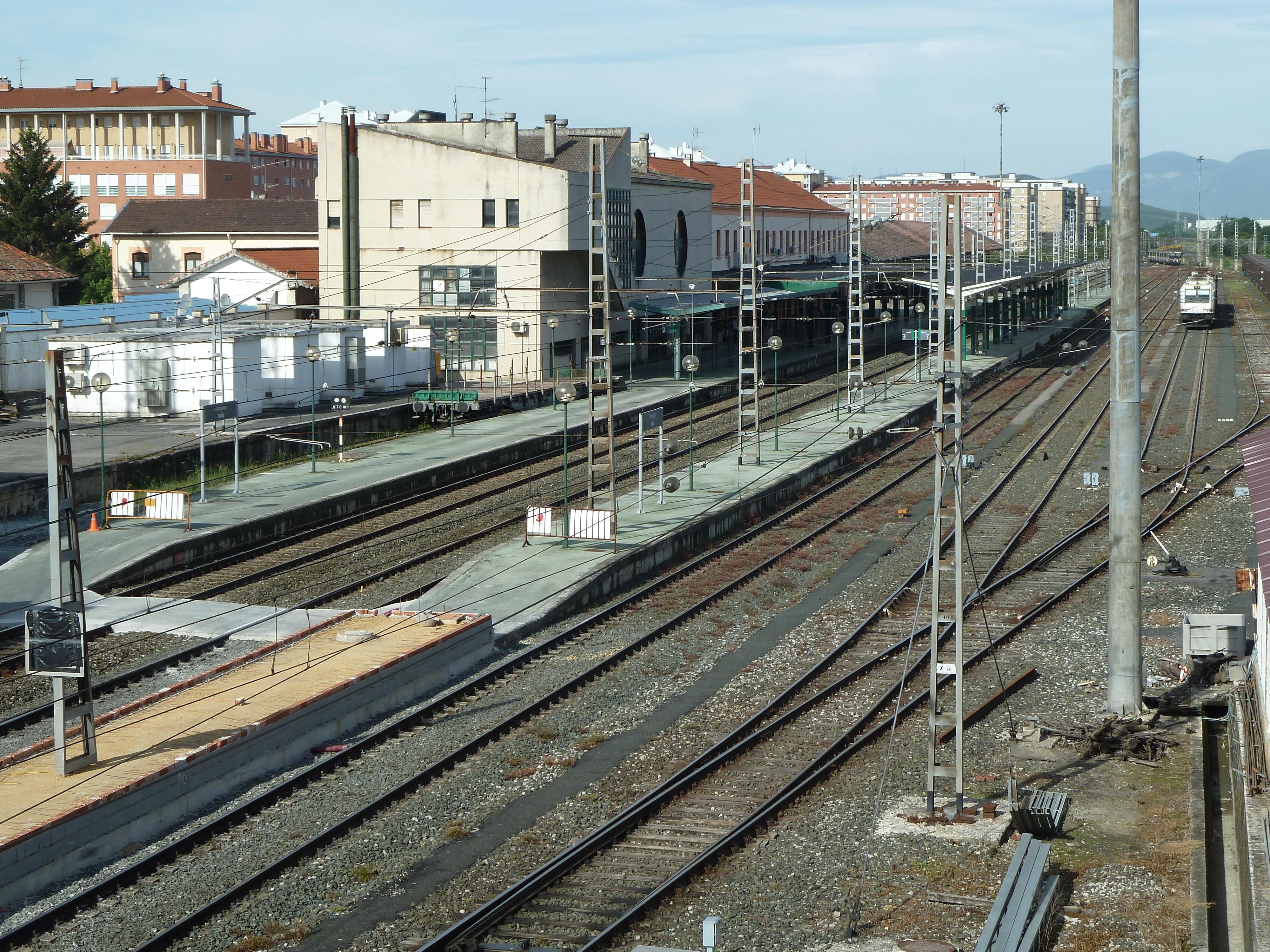 Pamplona railway station - Wikipedia