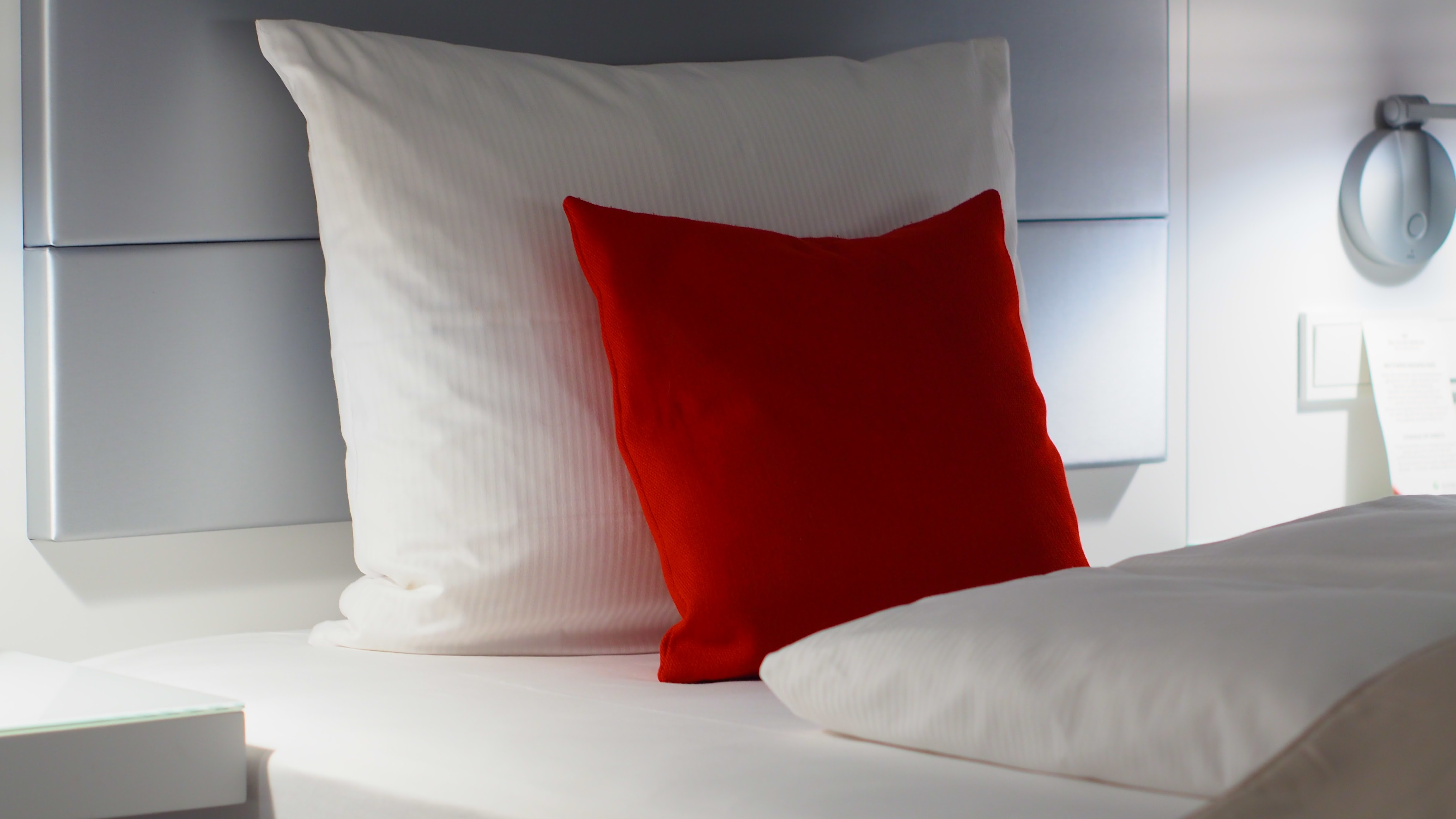 Red and White Bed Pillows, Bed, Room, Red, Pillows, HQ Photo