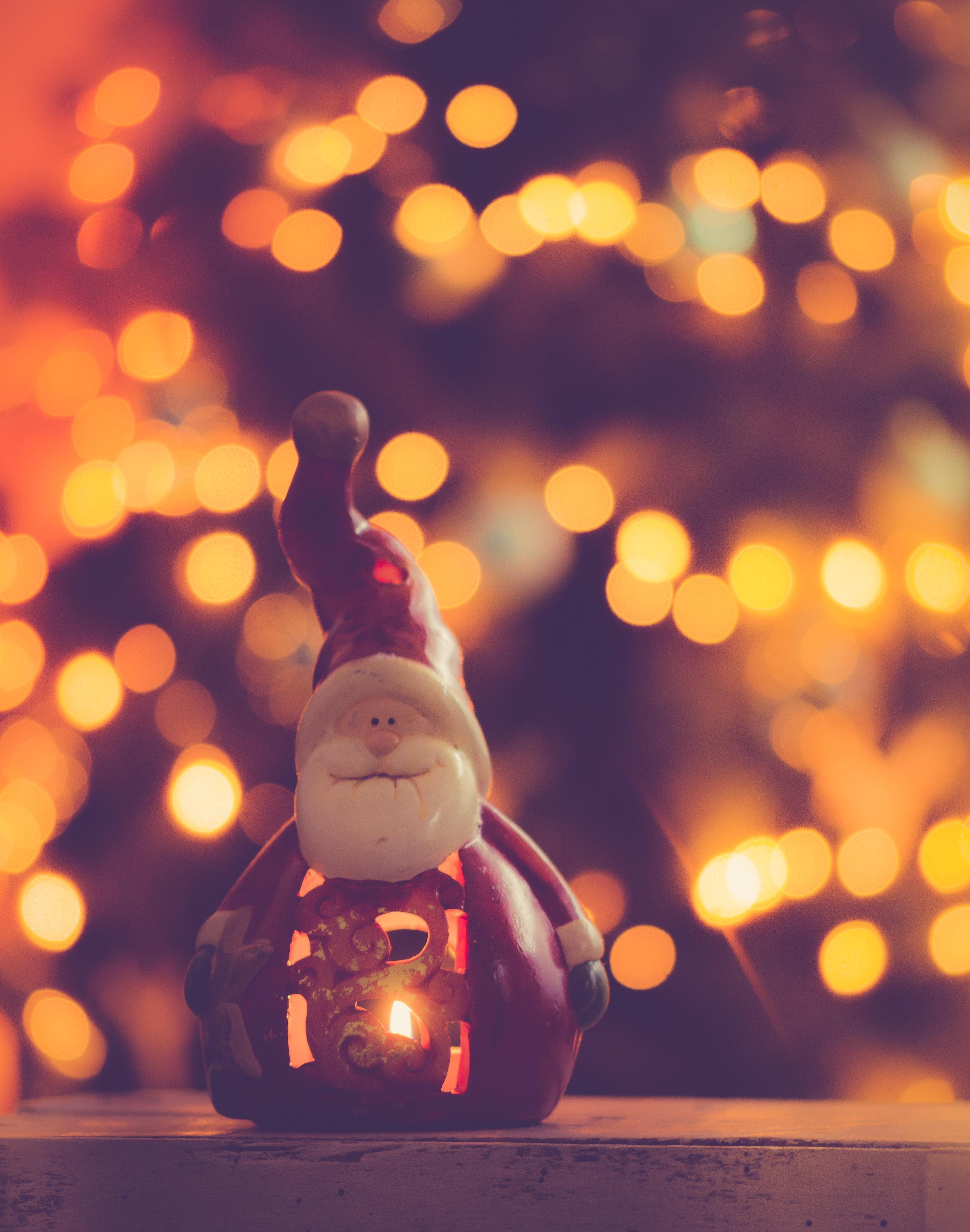 Red and White Ceramic Santa Claus Figurine, Background, Santa claus, Lights, Lamp, HQ Photo