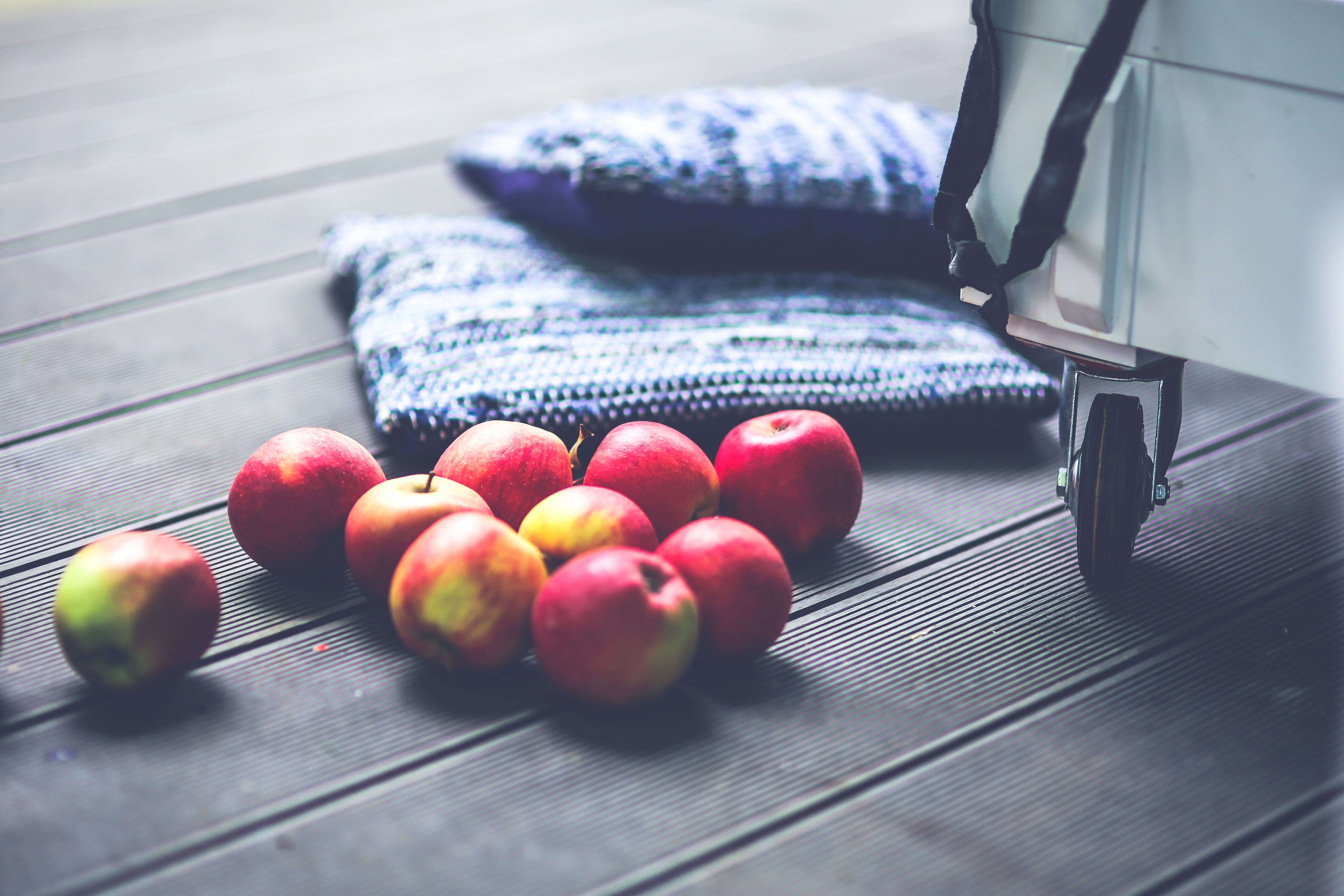 Red apples on the floor, Indoors, Wooden, Wood, Vintage, HQ Photo