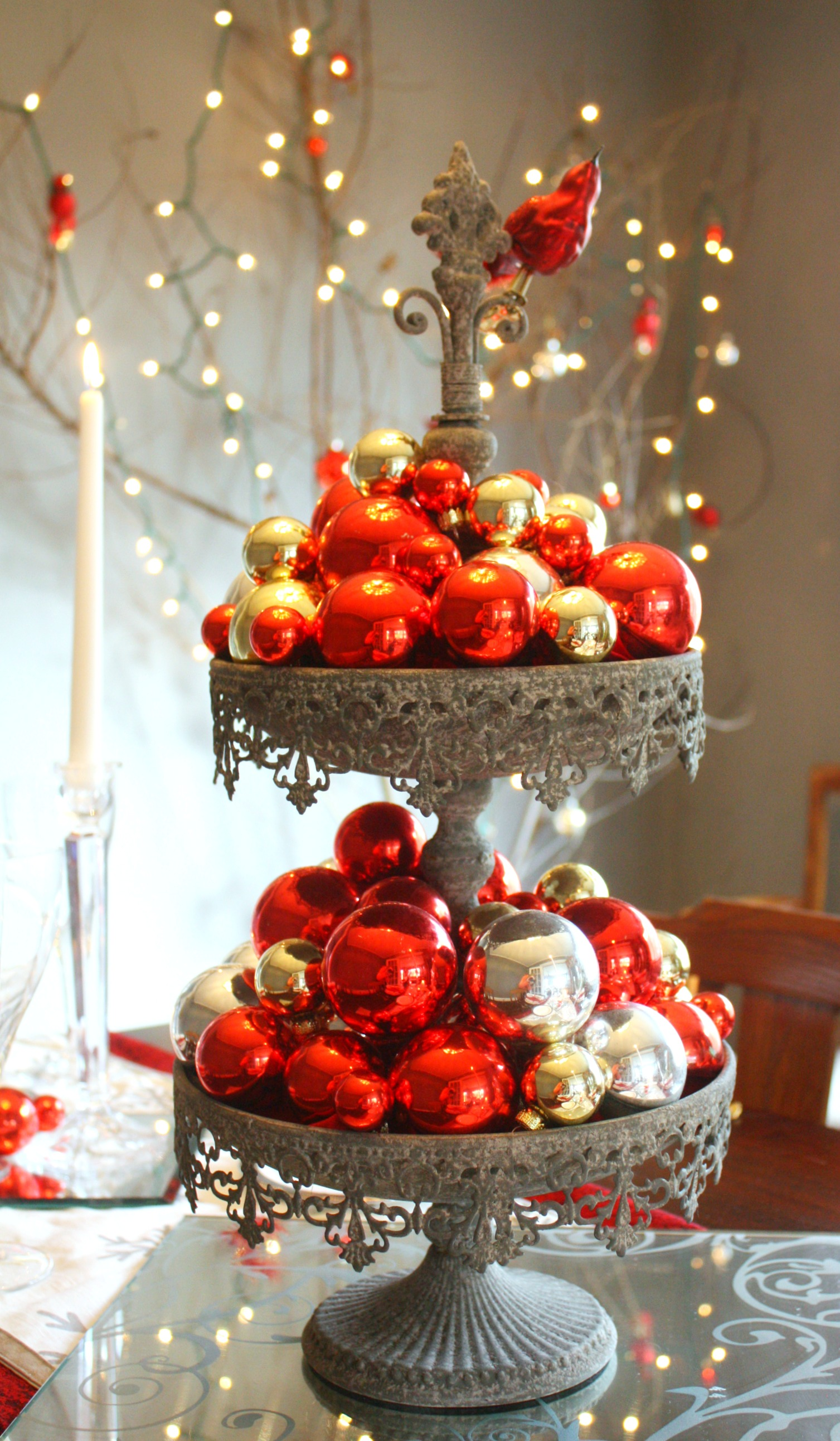 Amusing Christmas Table Arrangements With Red Fruits And Candys At ...