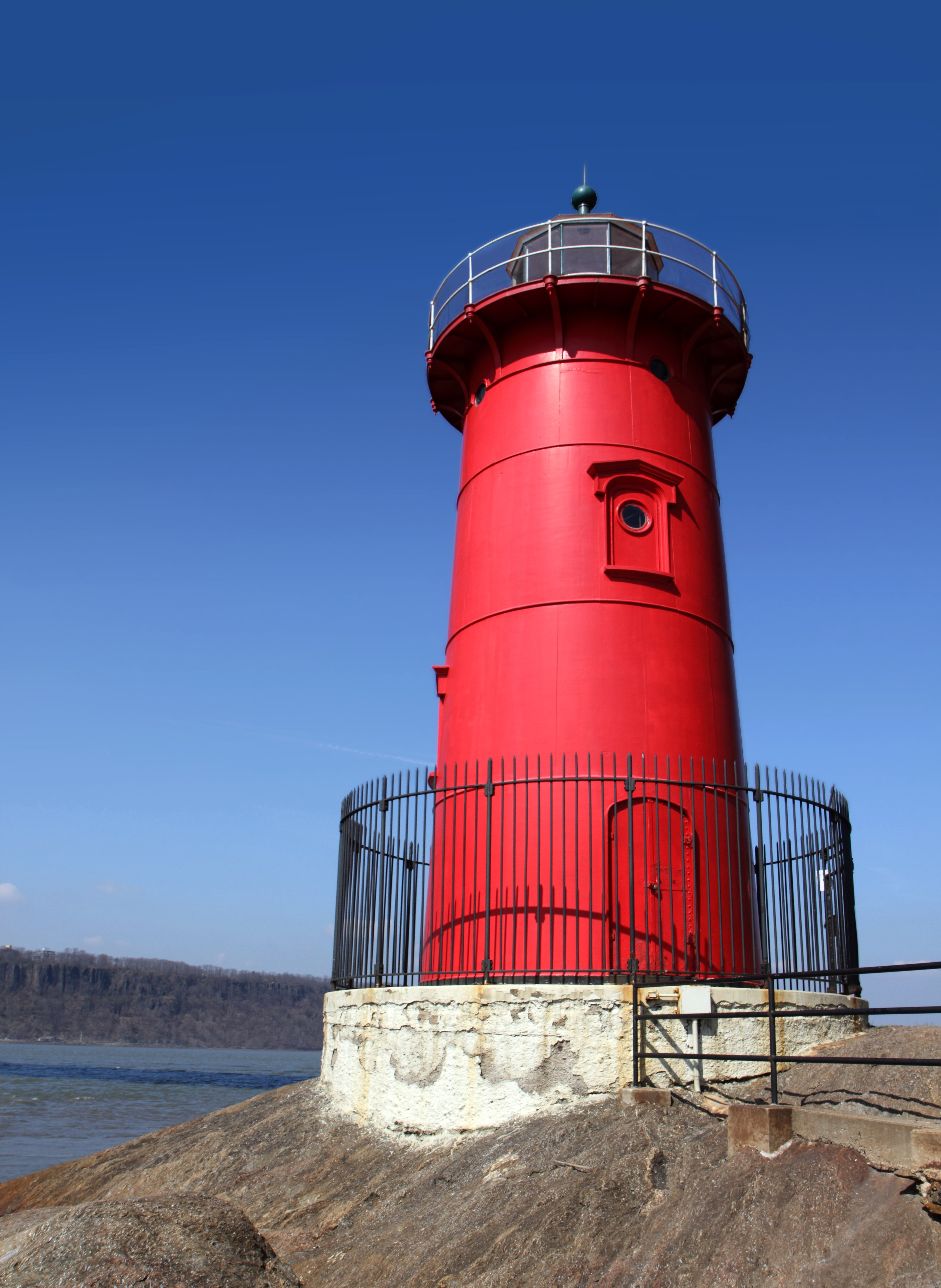 File:Little Red Lighthouse 2.jpg - Wikimedia Commons