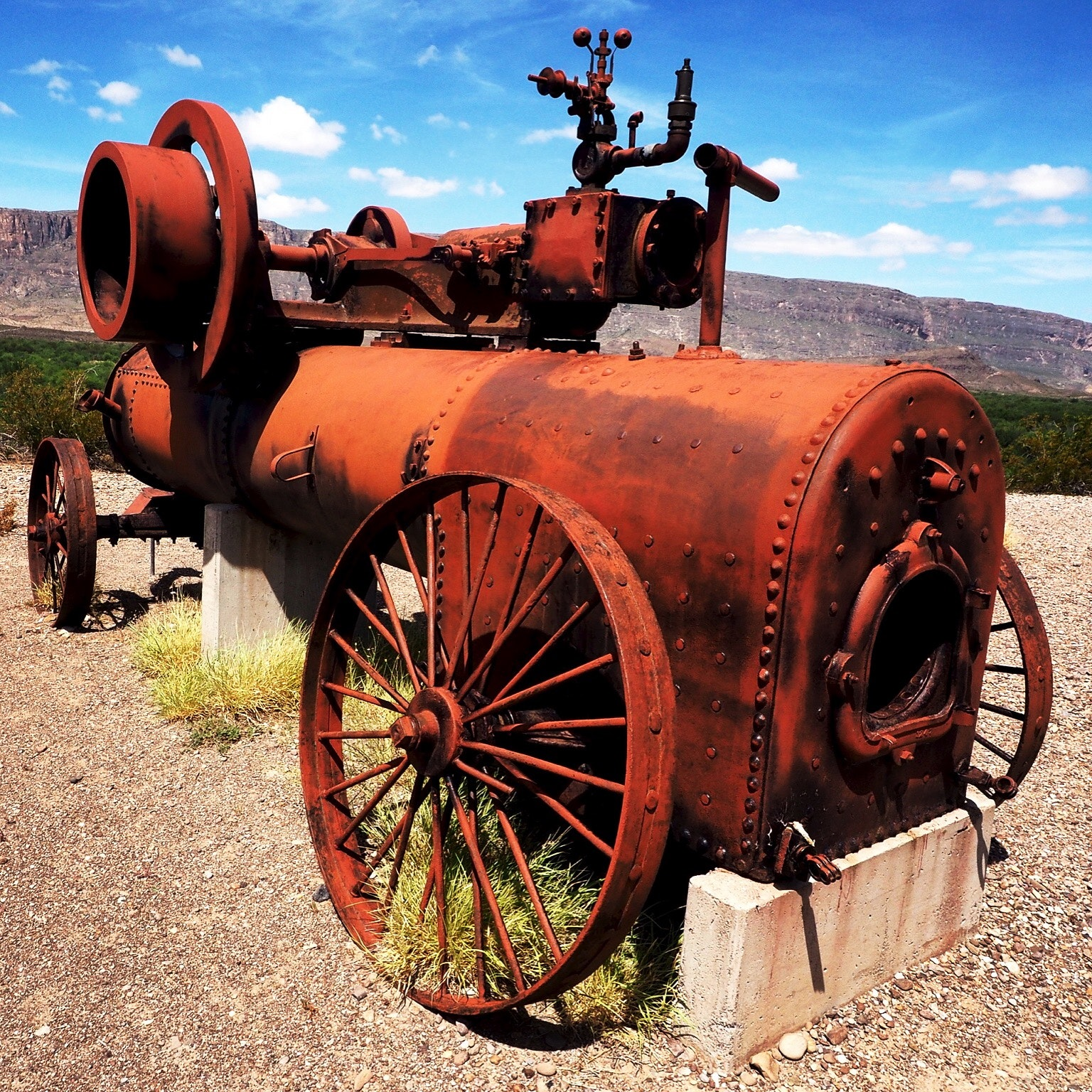 Red Metallic Vintage Machine, Abandoned, Rocks, Weapon, Vintage, HQ Photo