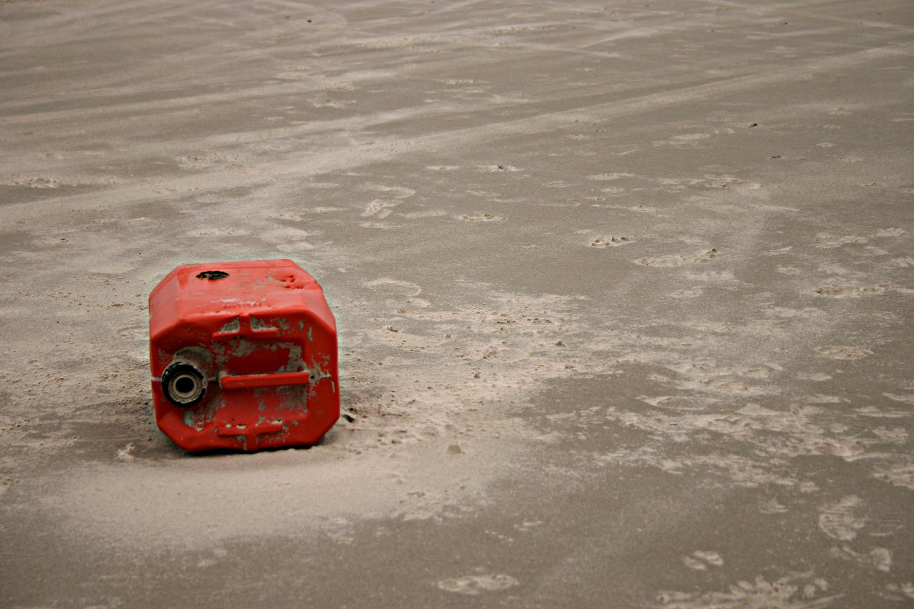 Red petrol tank, tank, sand, petrol, fuel, HQ Photo
