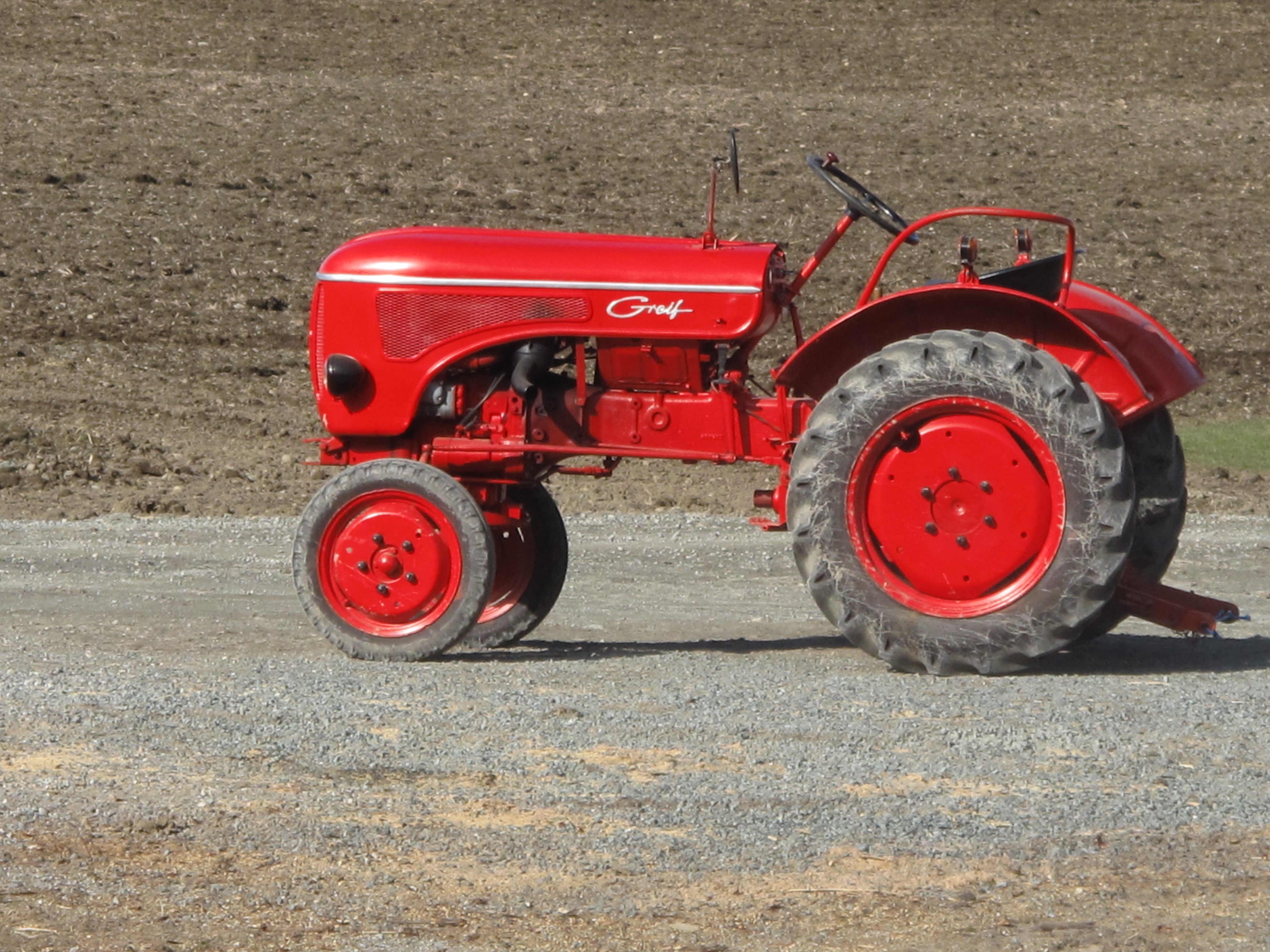 File:Red tractor (Hanomag C115 Greif).jpg - Wikimedia Commons