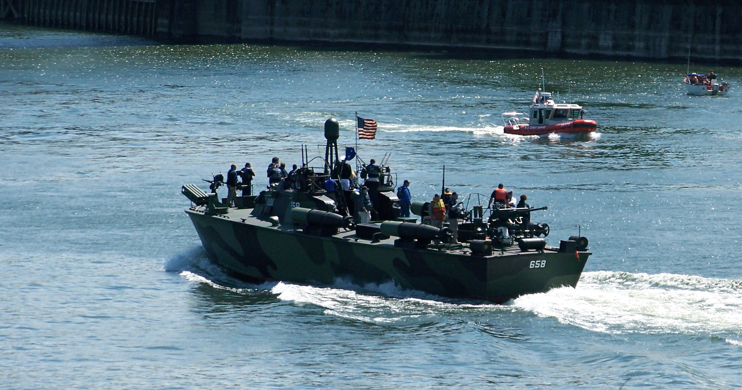 File:PT-658 and USCG response boat.JPG - Wikimedia Commons