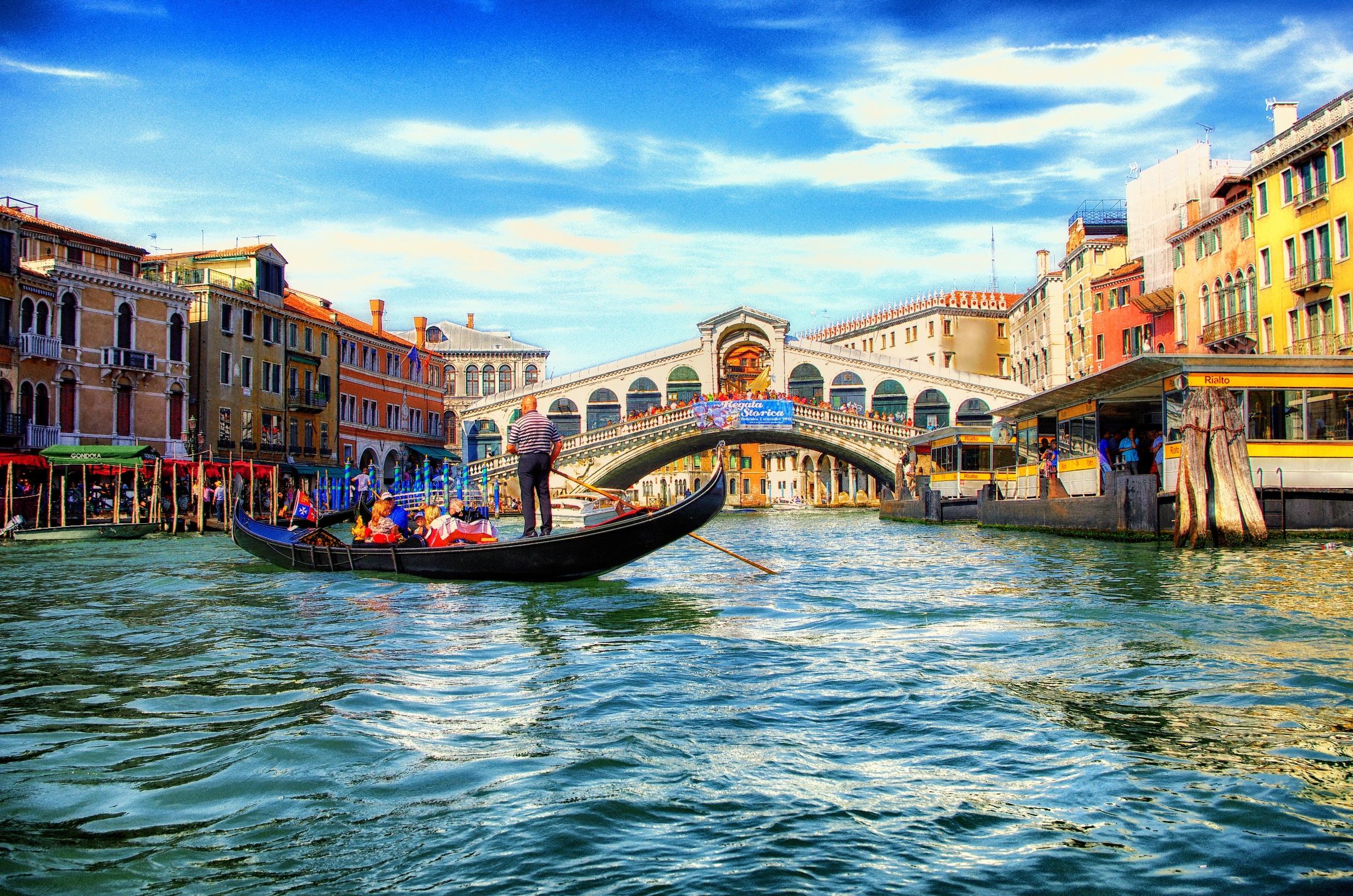 Rialto Bridge, The Old Bridge with Romantic Impression - Traveldigg.com
