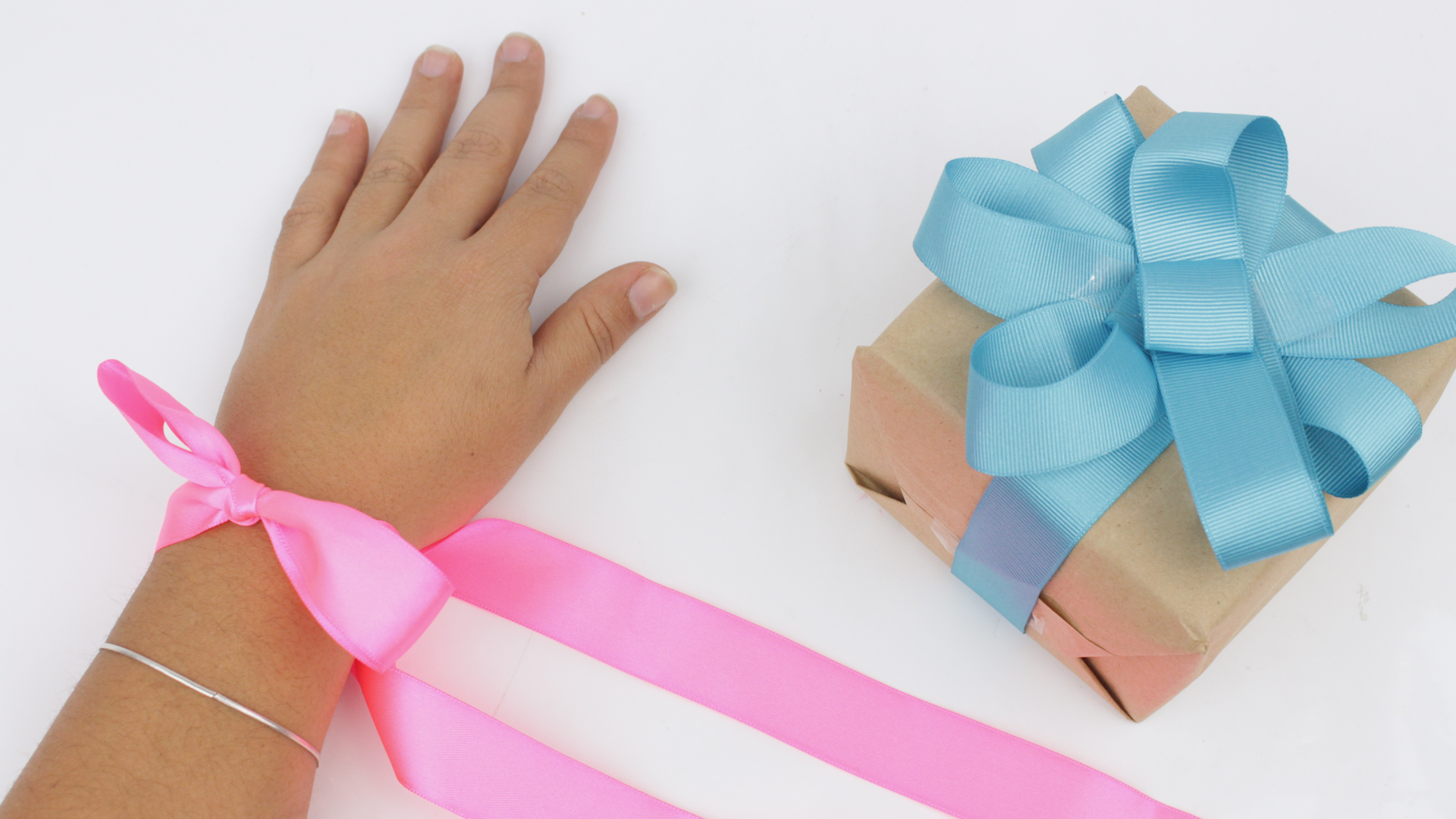 4 Ways to Make Beautiful Ribbon Bows - wikiHow