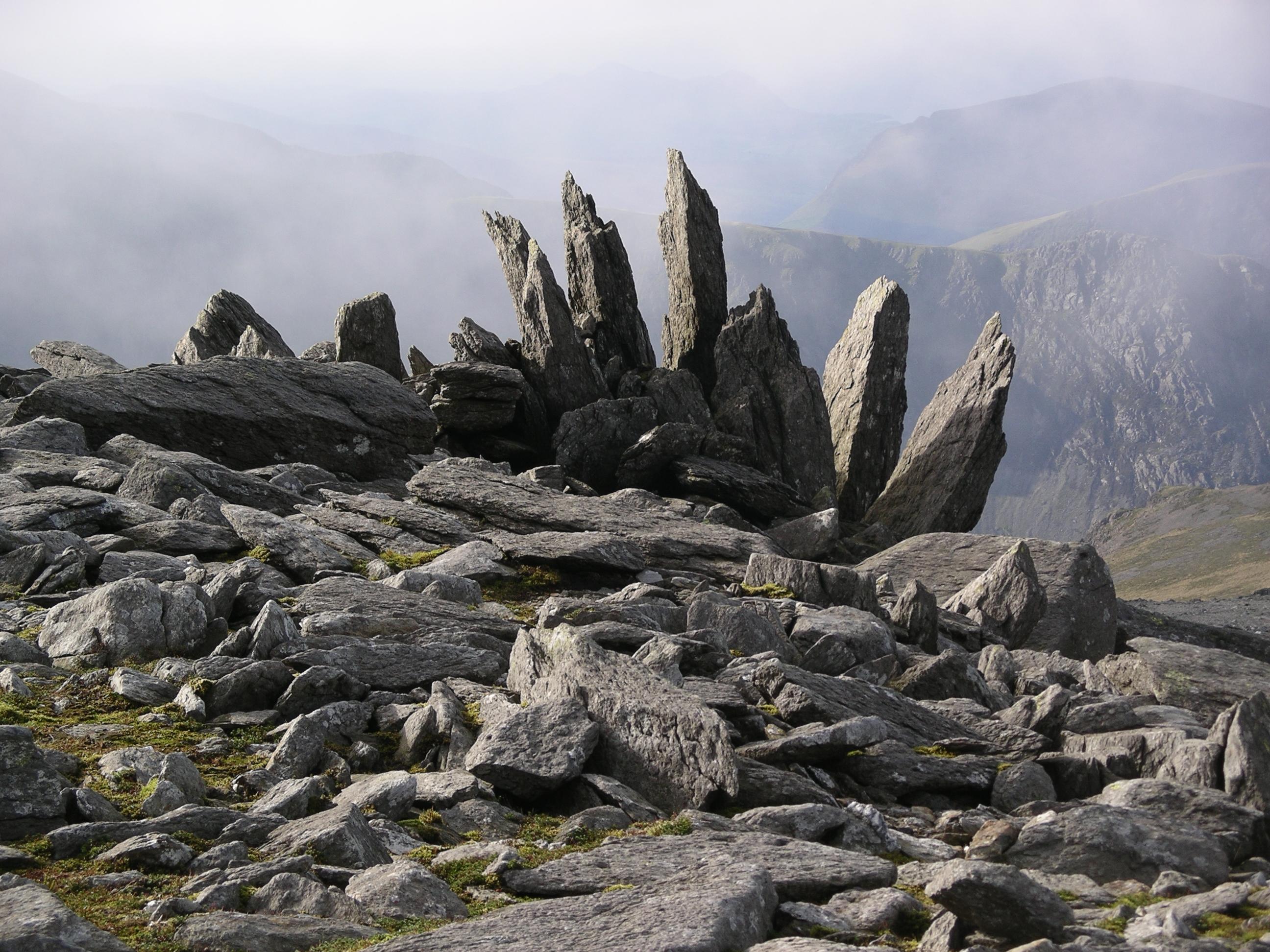 File:Glyder Fawr rocks.JPG - Wikimedia Commons