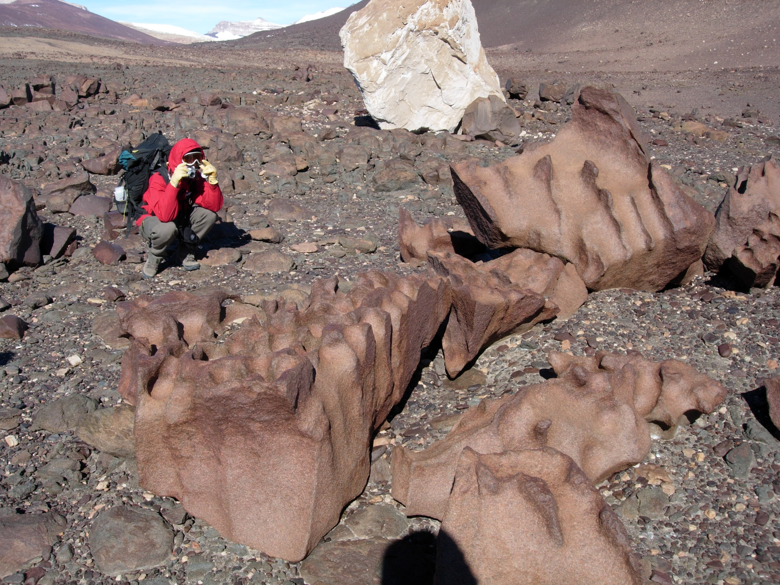 Rocks: the larger they are, the faster they crumble - GeoSpace - AGU ...