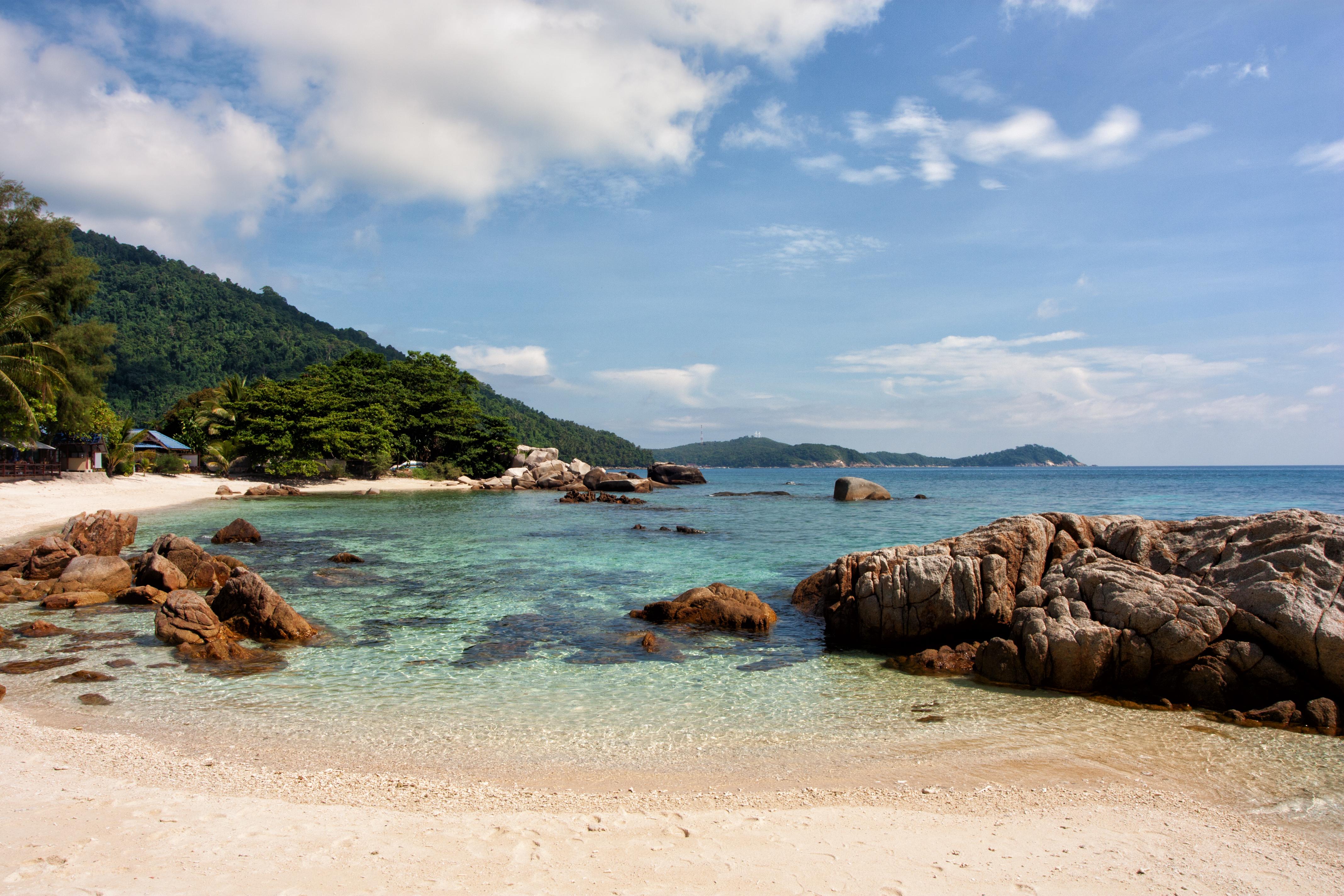 File:Rocky beach.jpg - Wikimedia Commons