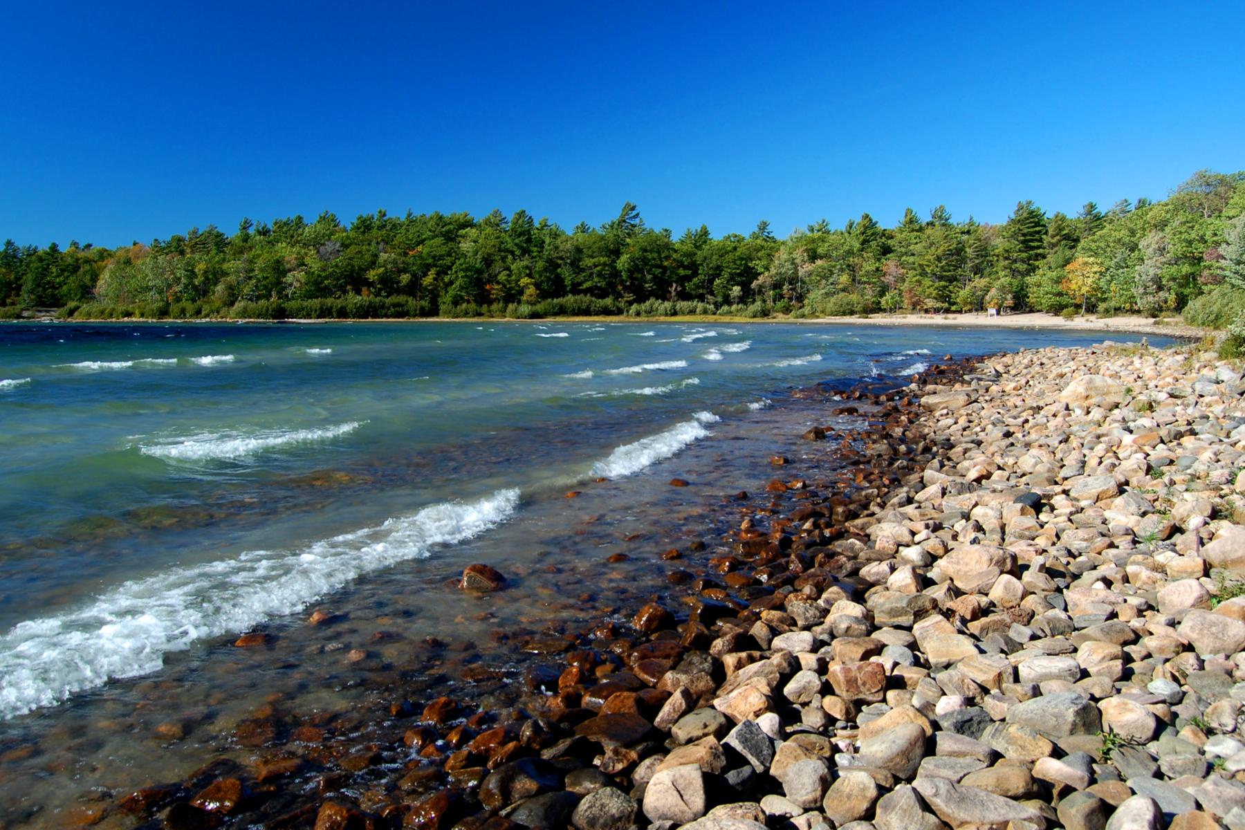 File:Rocky beach at Killbear Provincial Park.jpg - Wikimedia Commons