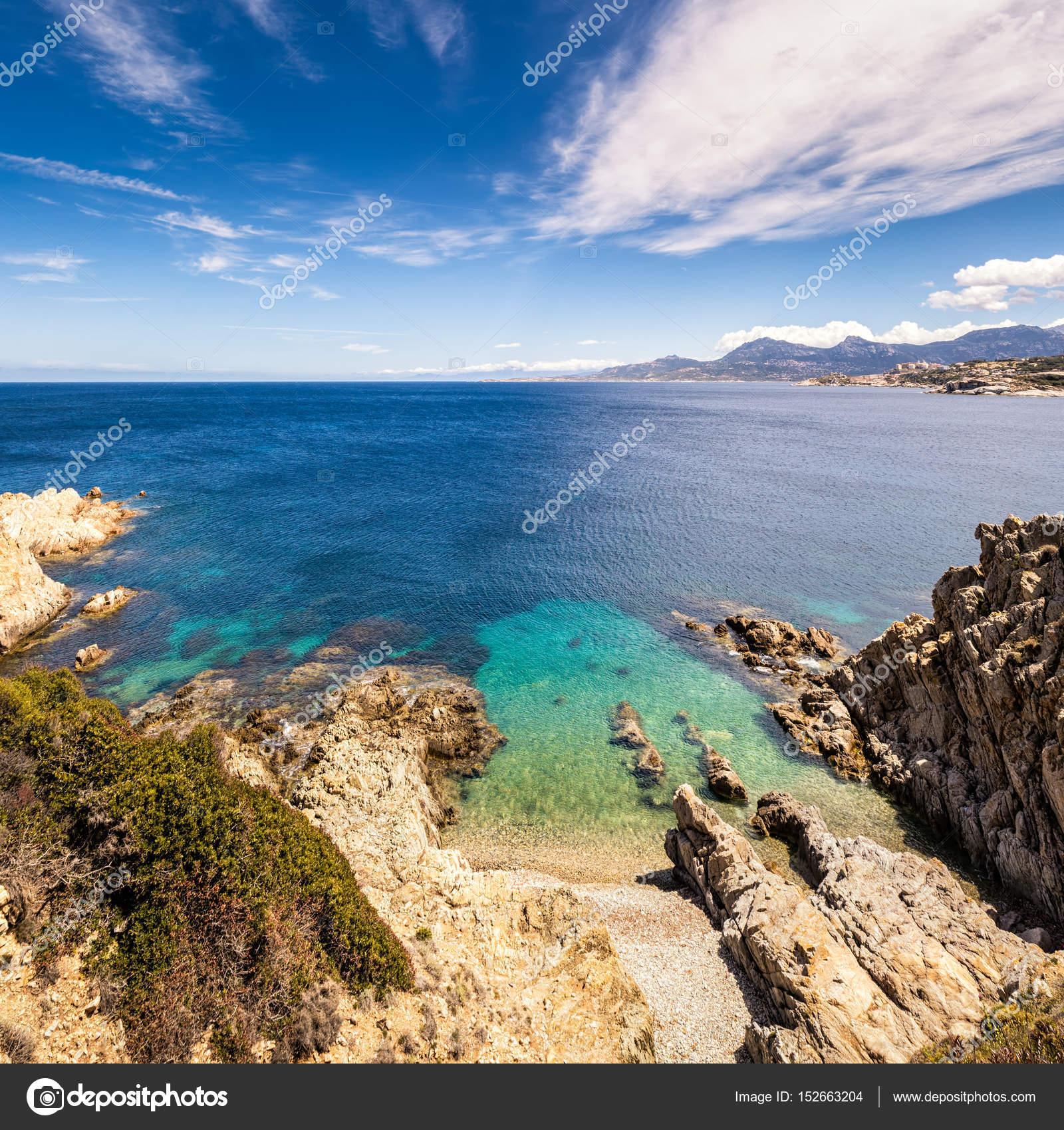 Turquoise sea and rocky coastline at Revellata in Corsica — Stock ...