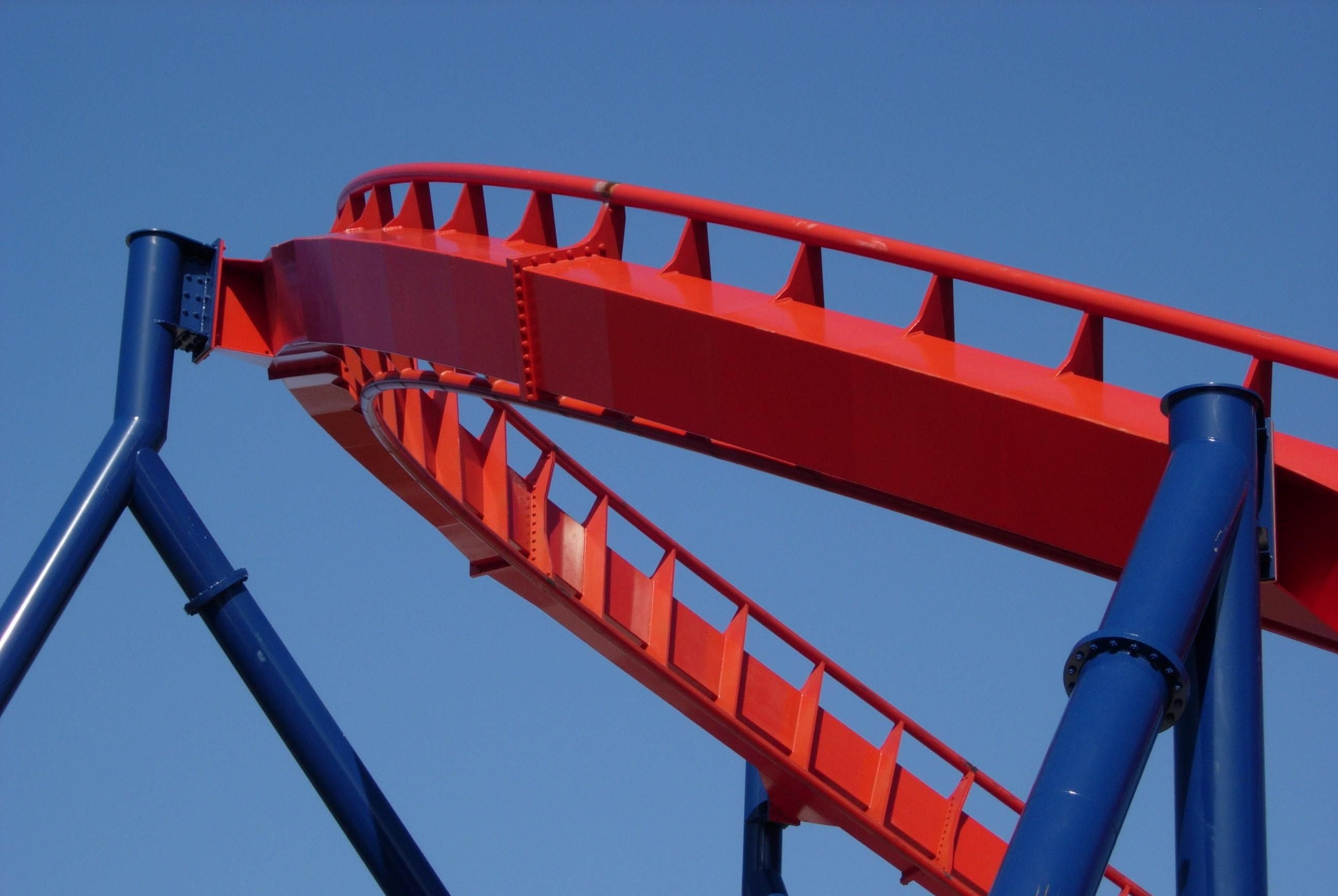File:Roller coaster track.jpg - Wikimedia Commons