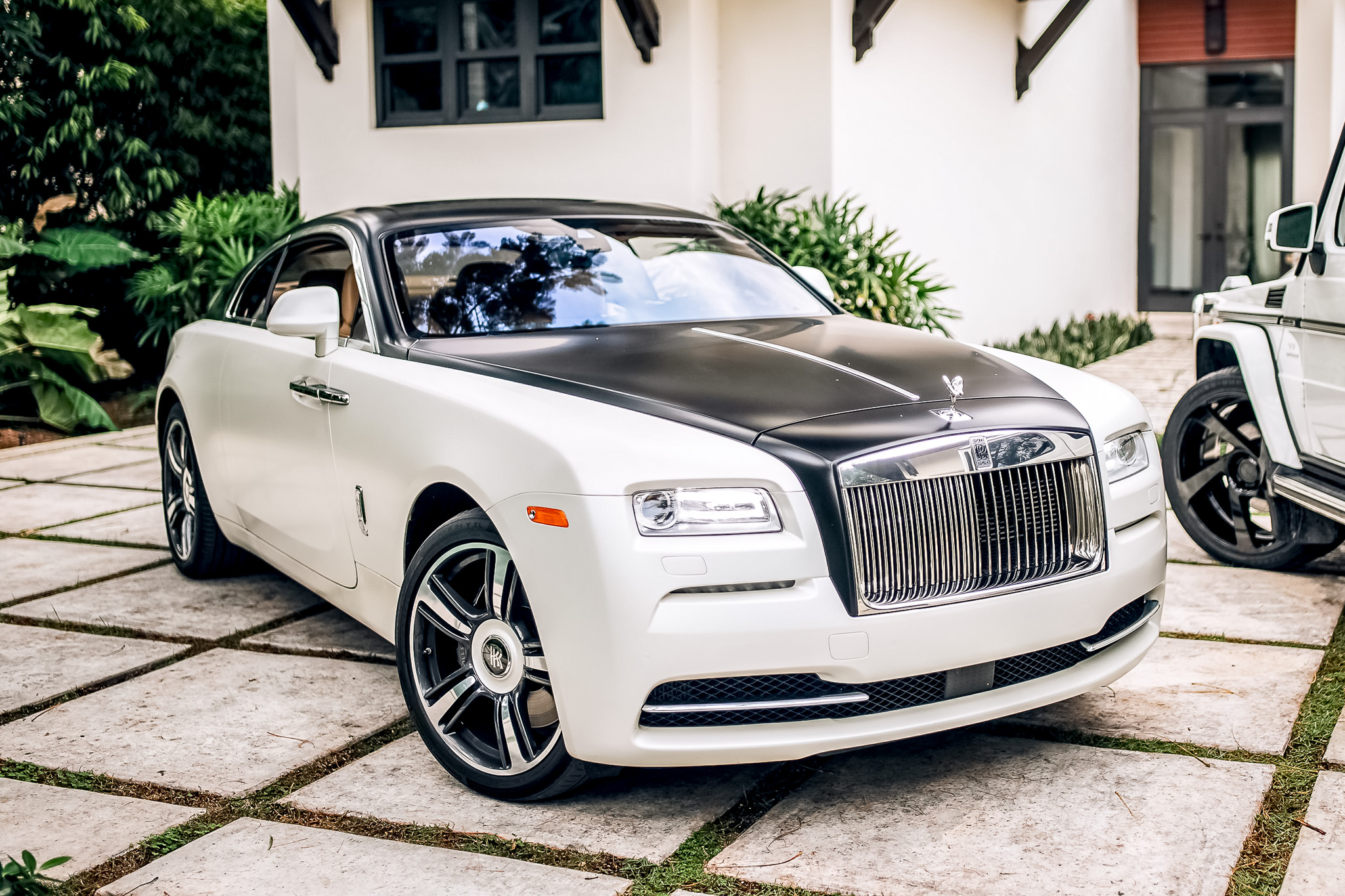 White rolls royce photo