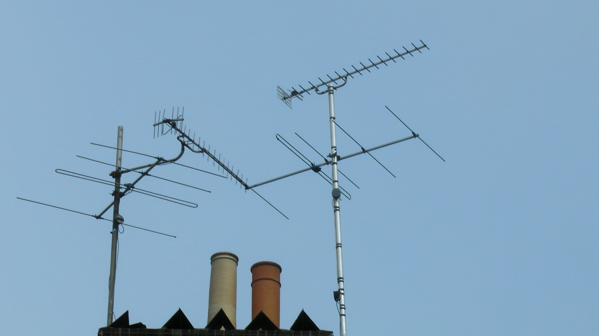TV Antenna Aerials On Roof Free Stock Photo - Public Domain Pictures