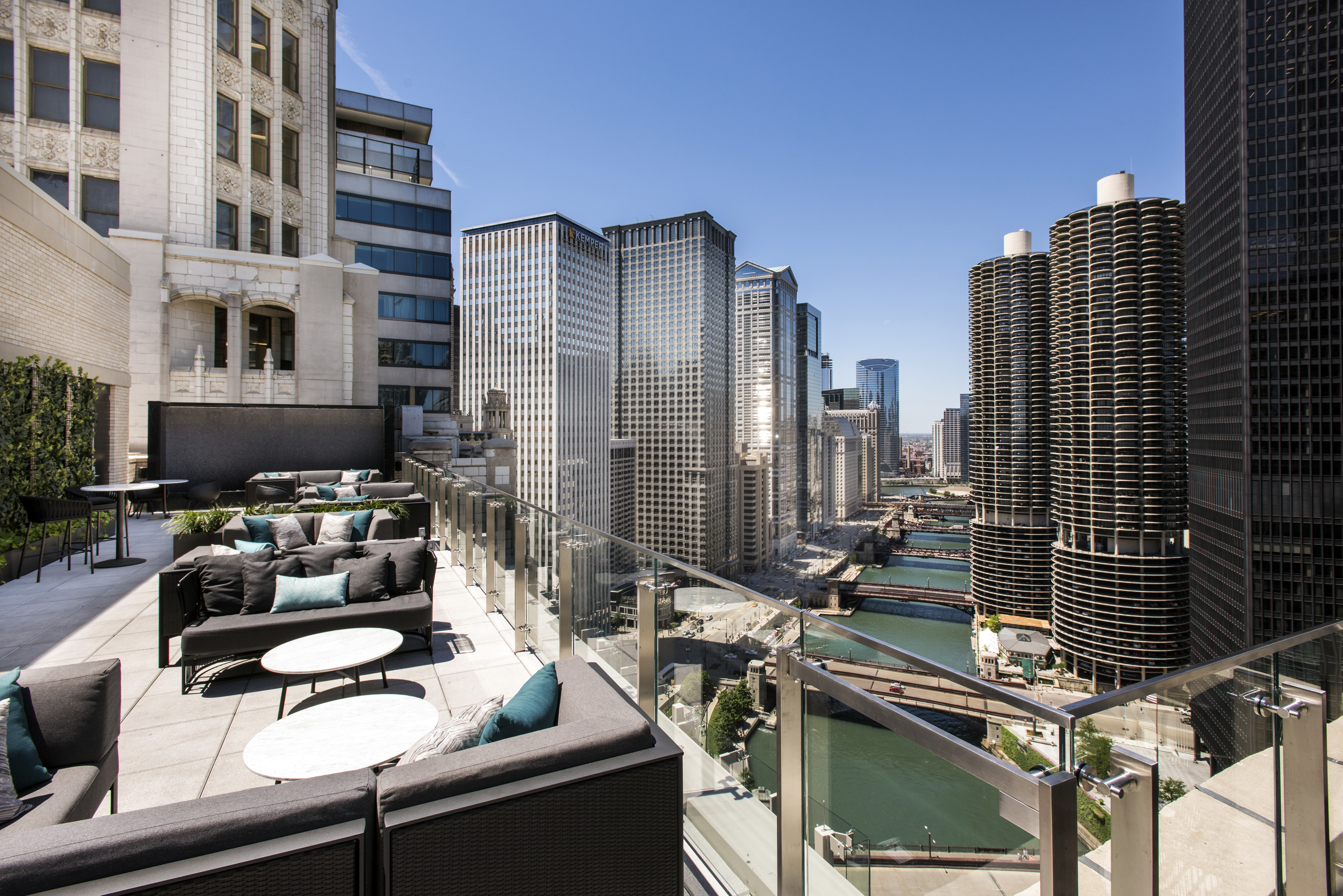 Rooftop Season Isn't Over Yet: 12 Chicago Rooftops Bars to Visit ...