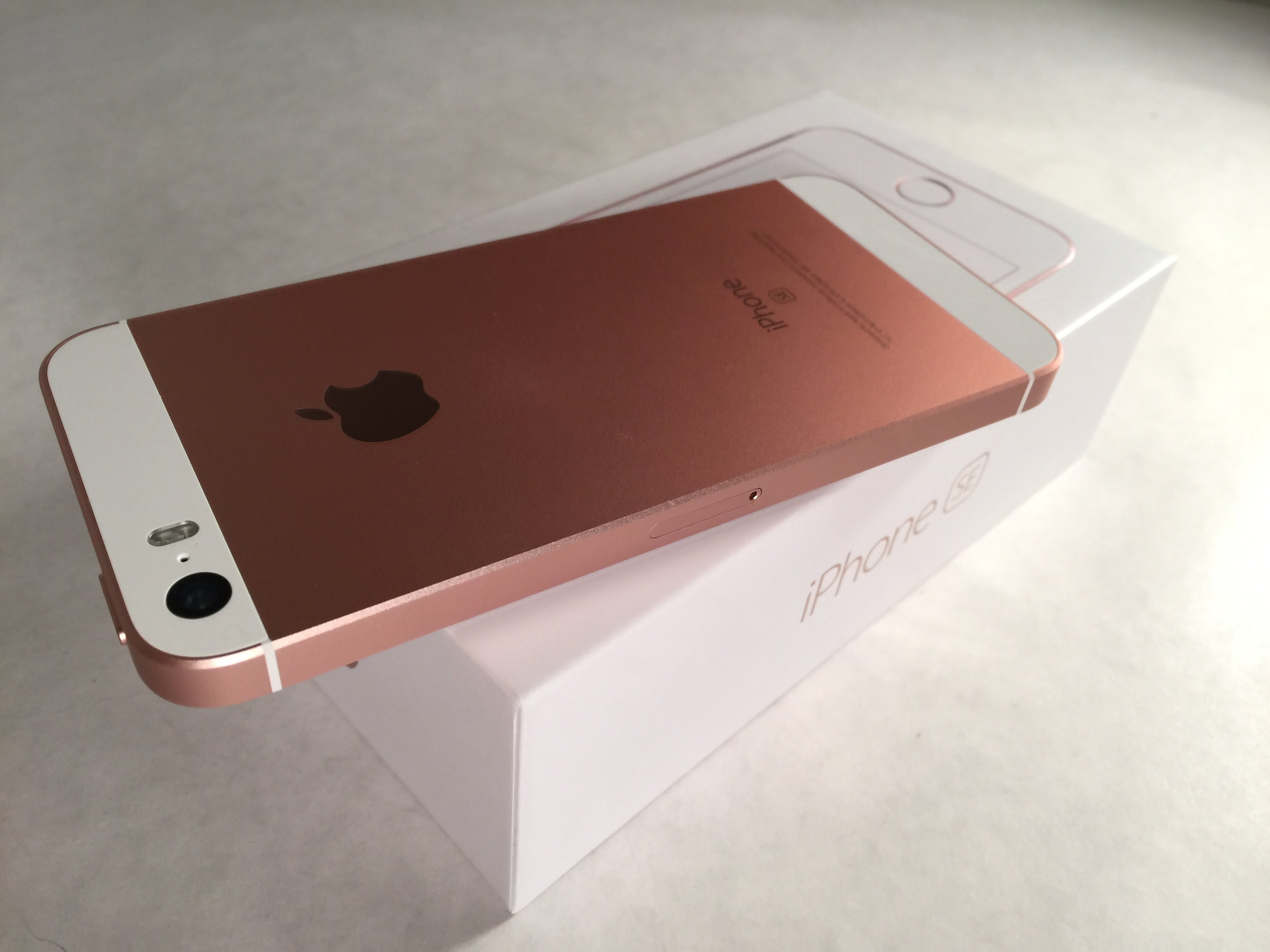 iPhone SE Rose Gold Unboxing - YouTube