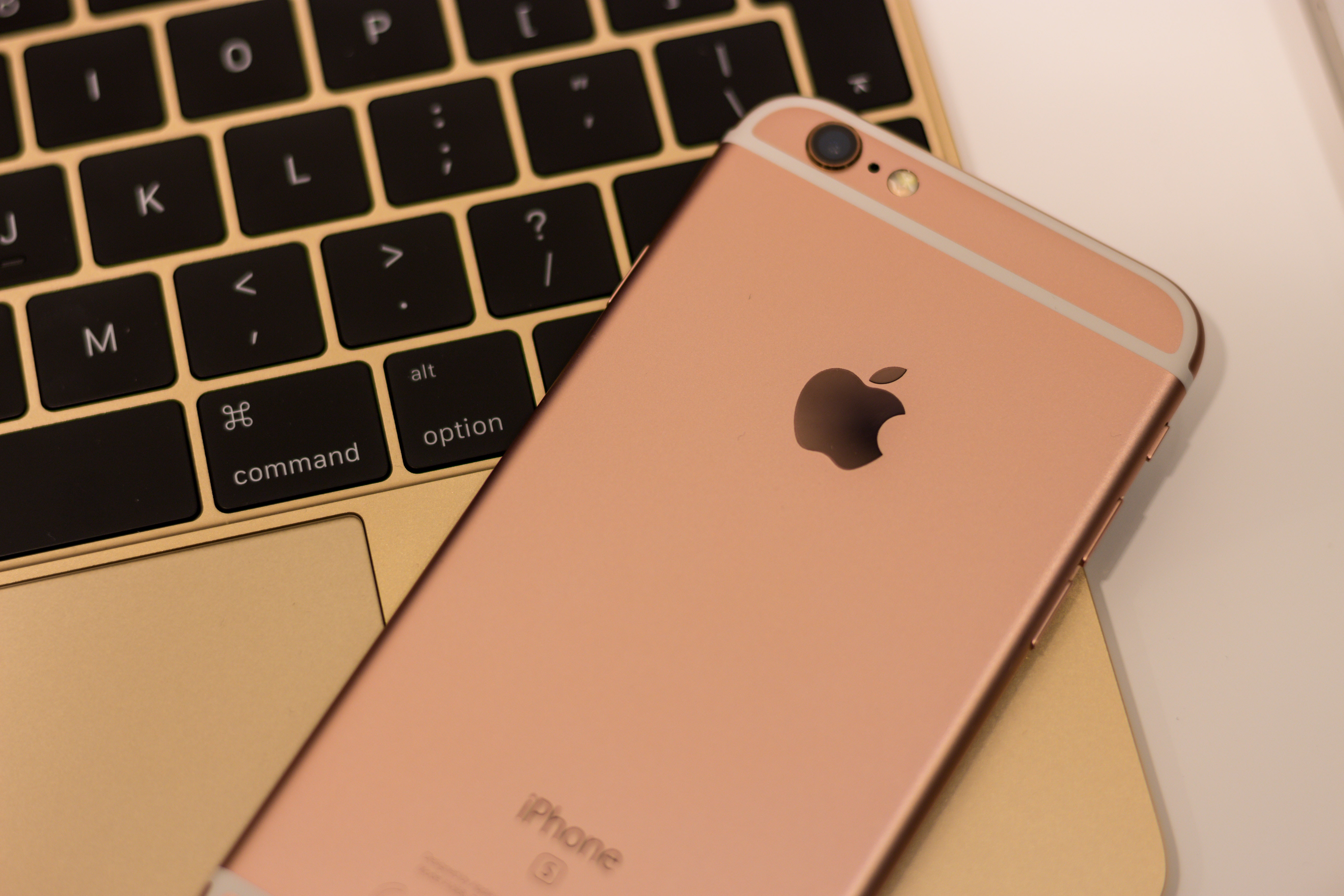 Rose gold iphone 6s photo