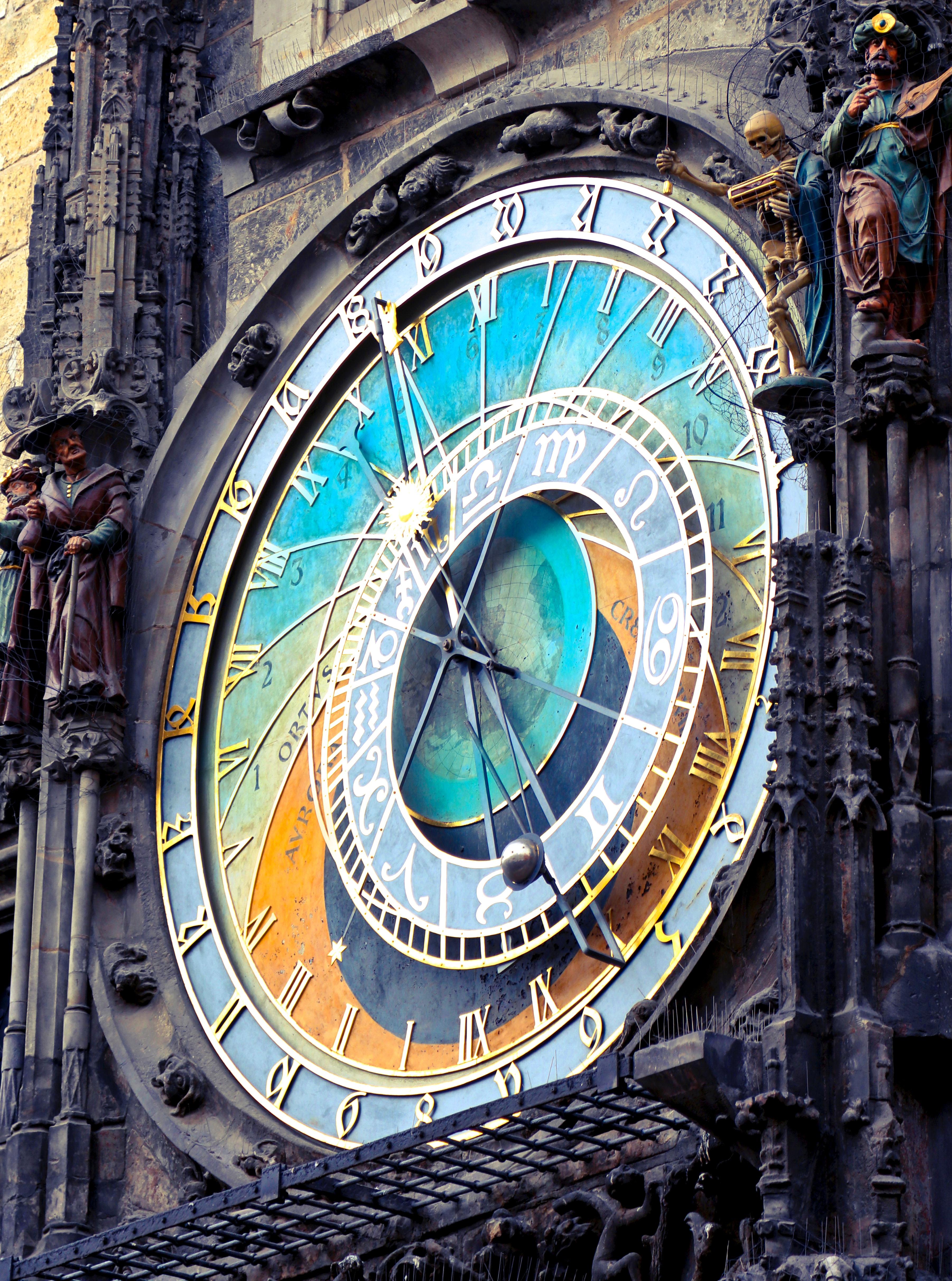 Round analog clock photo