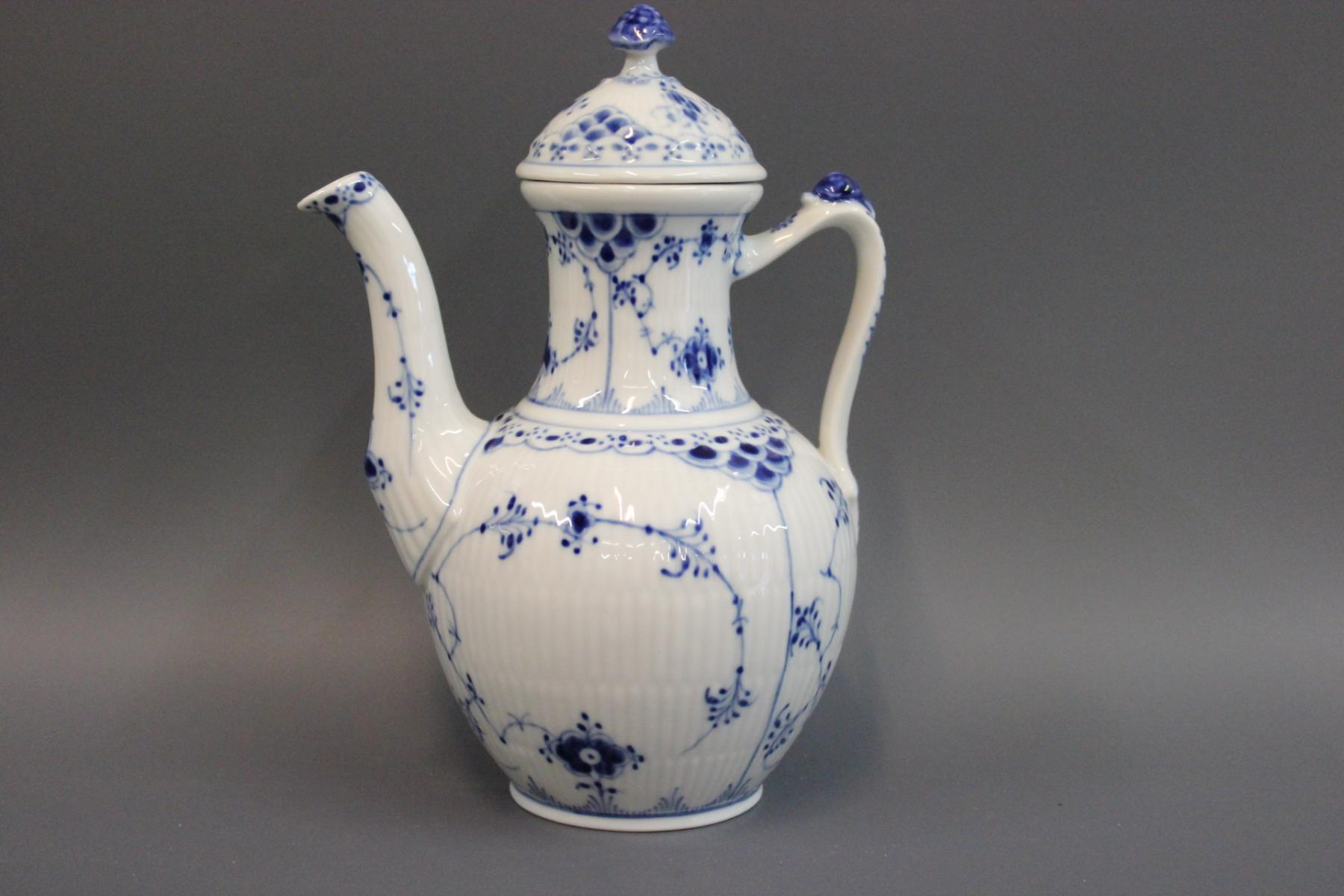 No. 518 Porcelain Coffee Pot by Arnold King for Royal Copenhagen ...