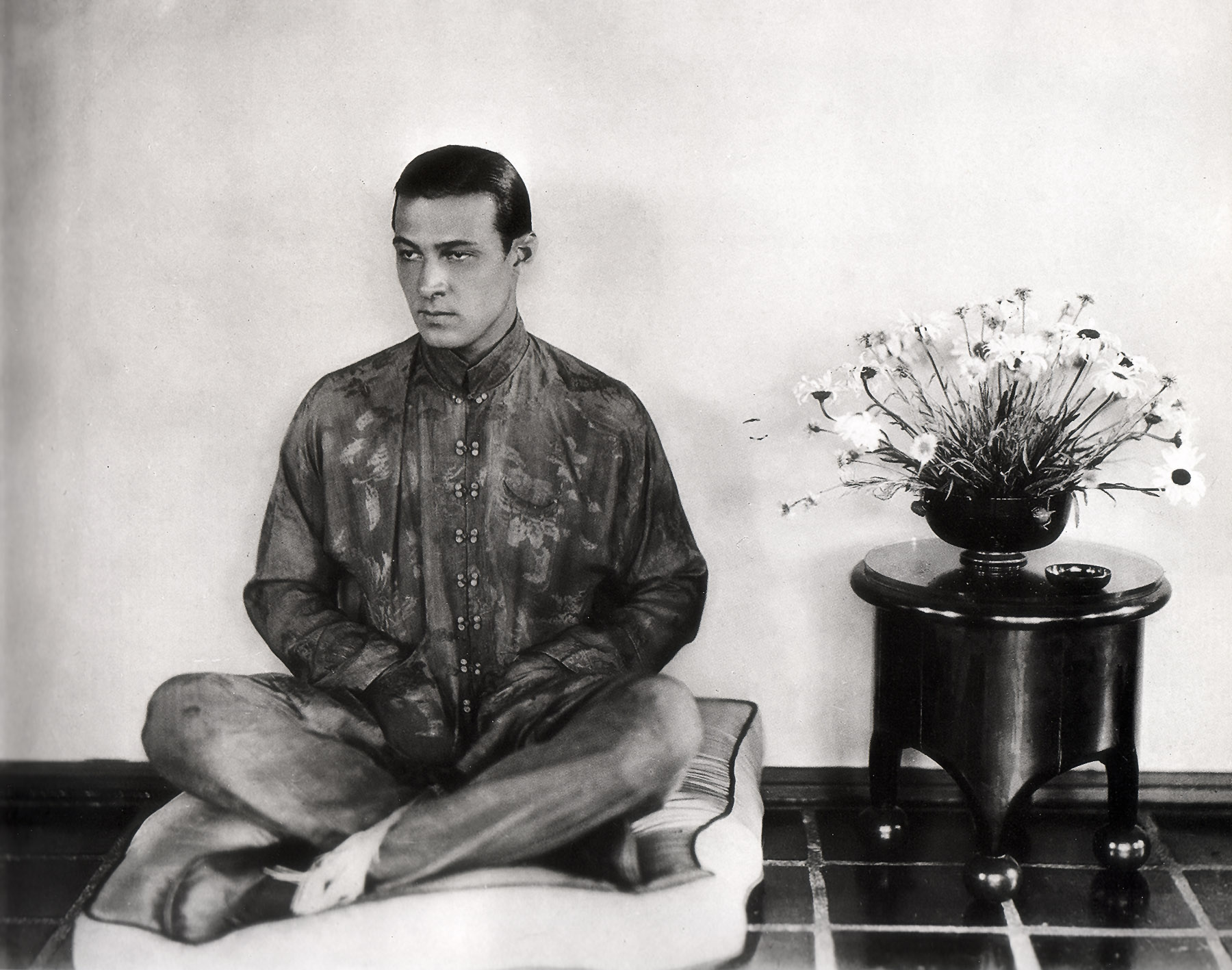 Rudolph Valentino, the seductive, tragic idol of the Jazz Age - The ...