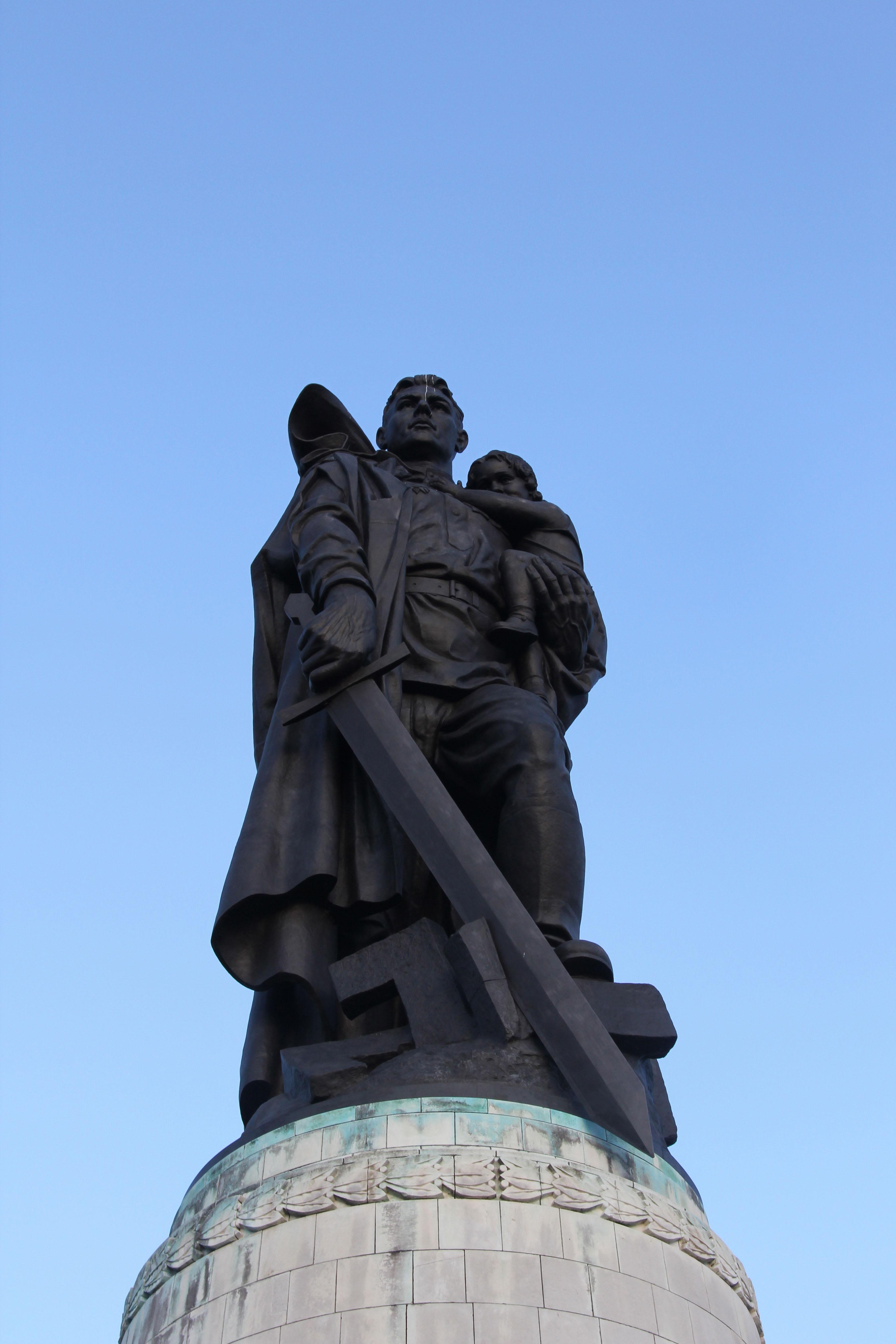 Russia war sculpture photo