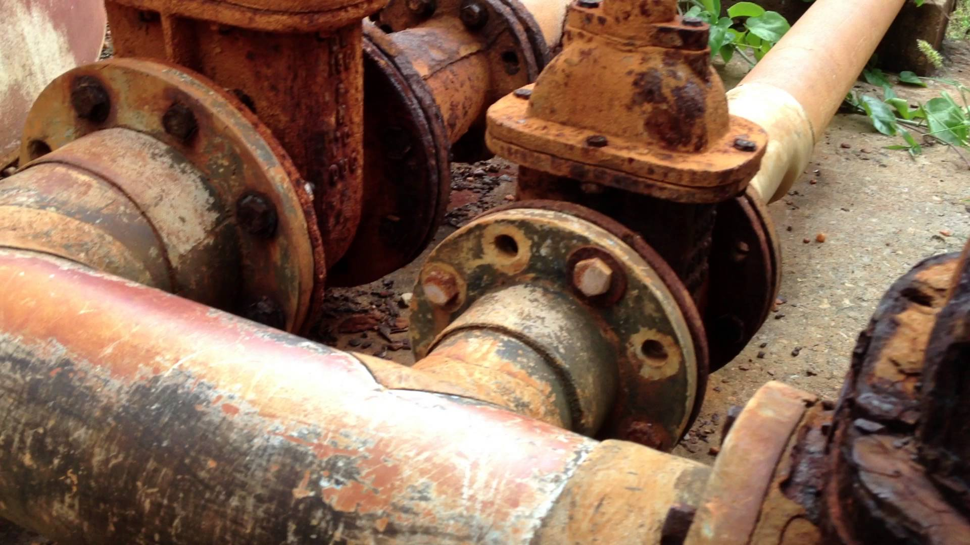 Rusted pipe photo