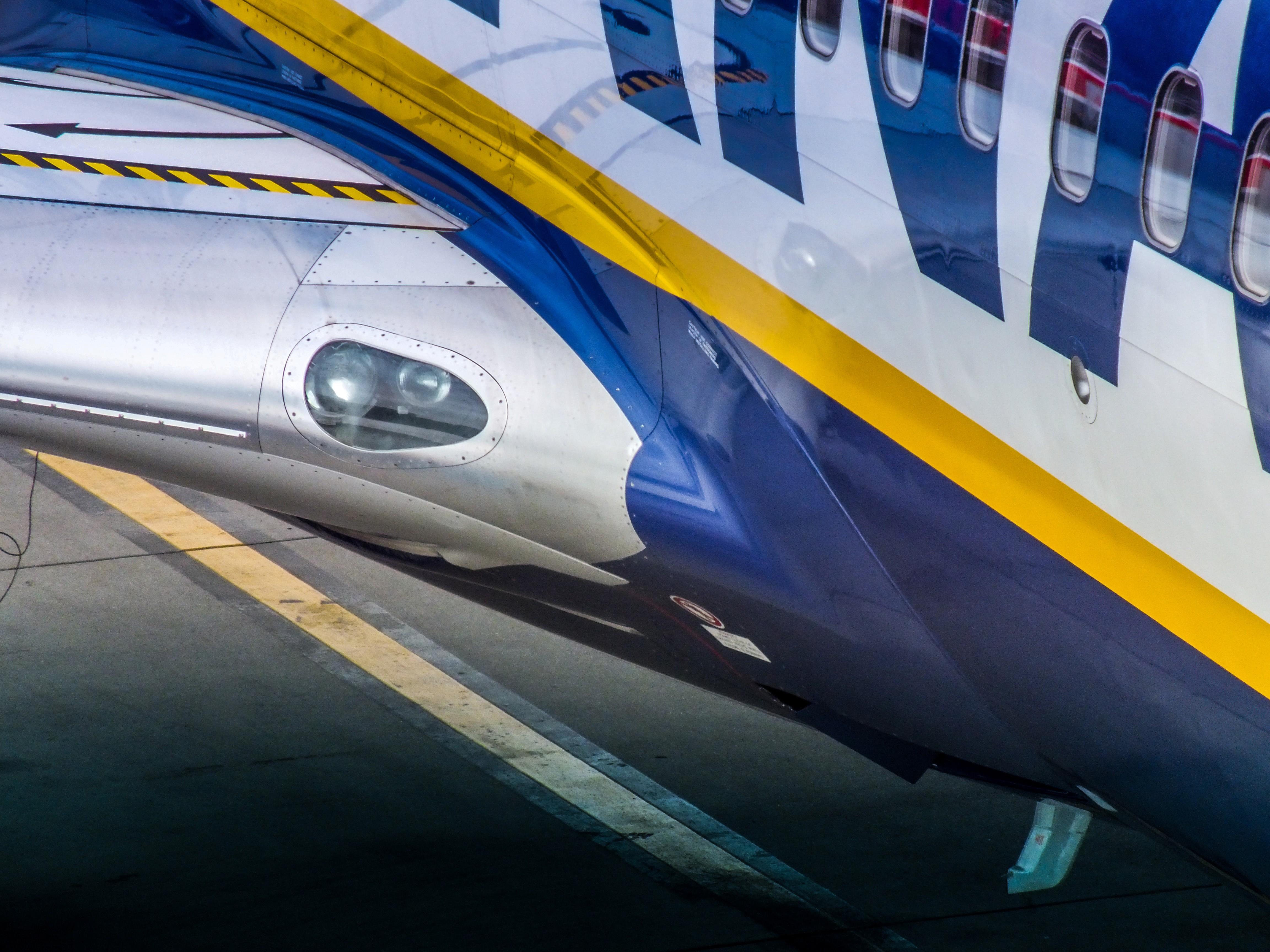 Ryanair Boeing 737, Krakow Balice Airport, Poland, Krakow, International, Polska, HQ Photo