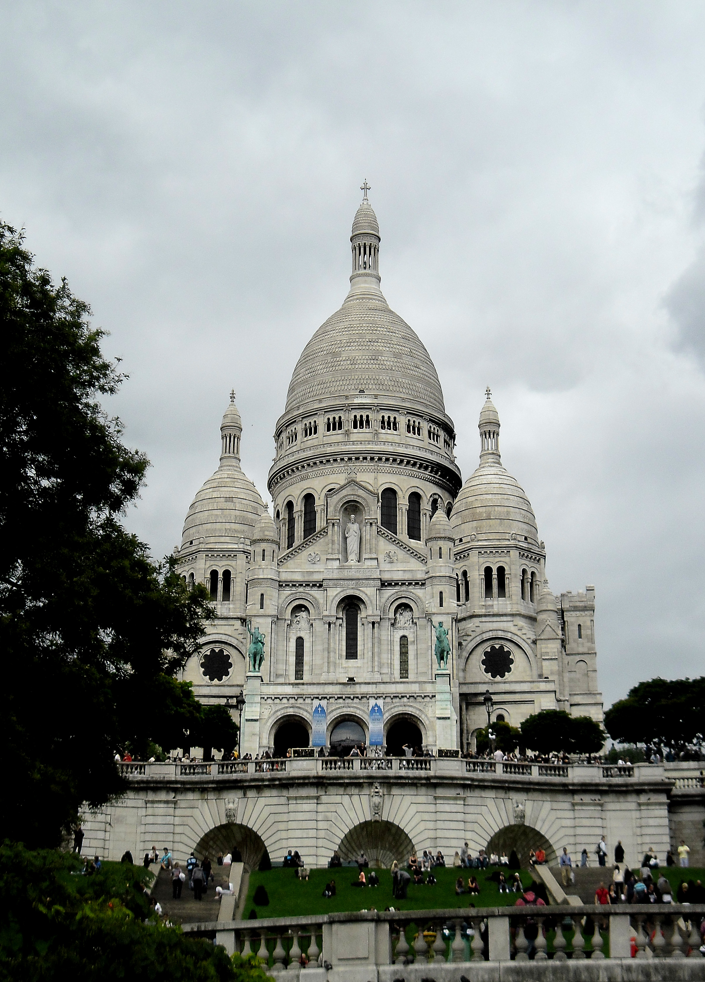 Sacre coeur cathedral in paris - france photo