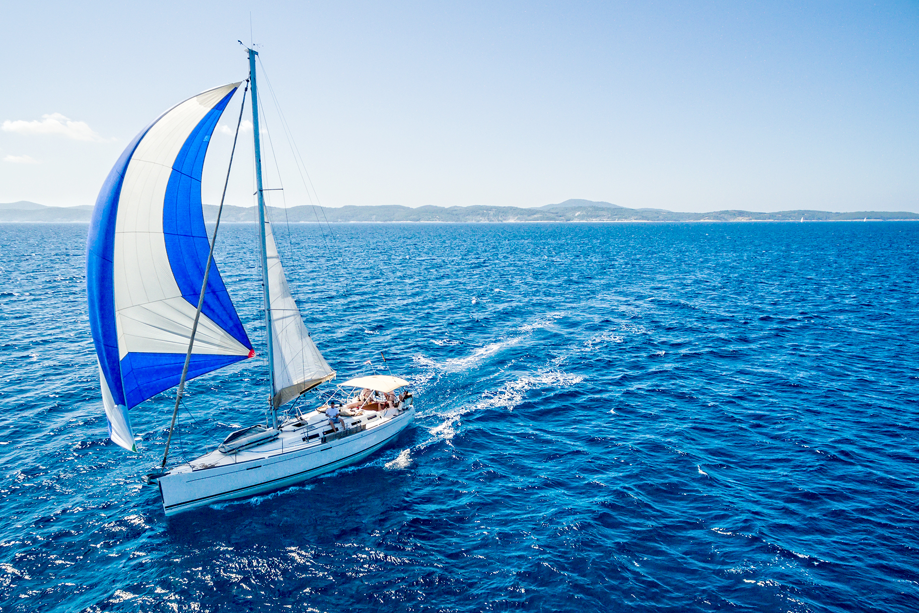 Florida Couple Sinks Sailboat After Two Travel Days | JetSet