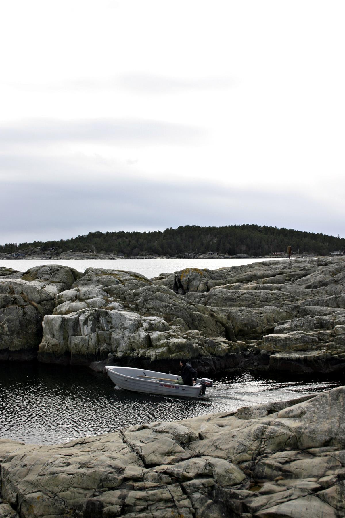 Sailing between the rocks, Boat, Coast, Fast, Man, HQ Photo