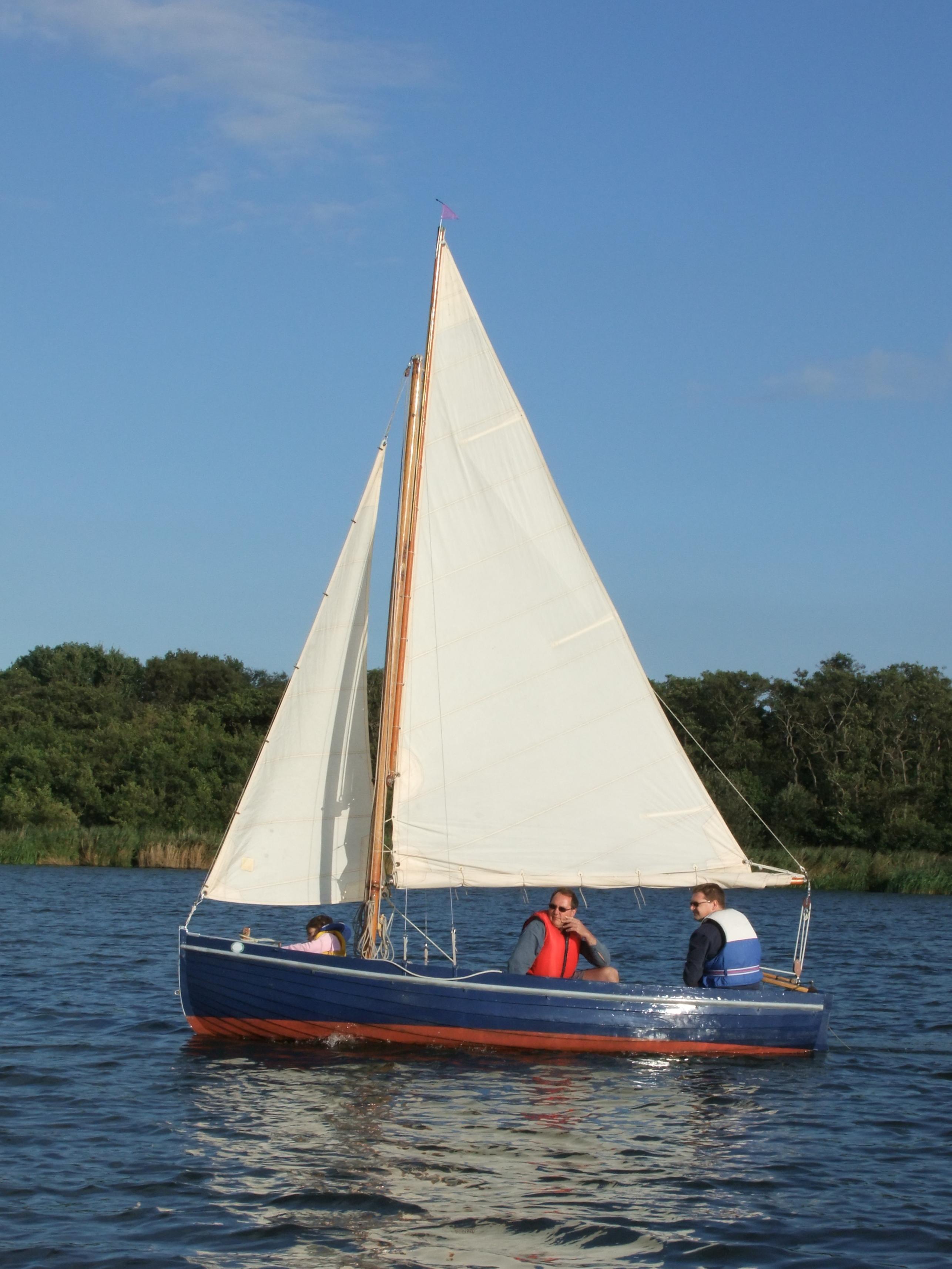 On-Barton-Broad-11-RNSA-dinghy-sails-by.jpg (2572×3429) | sailing ...