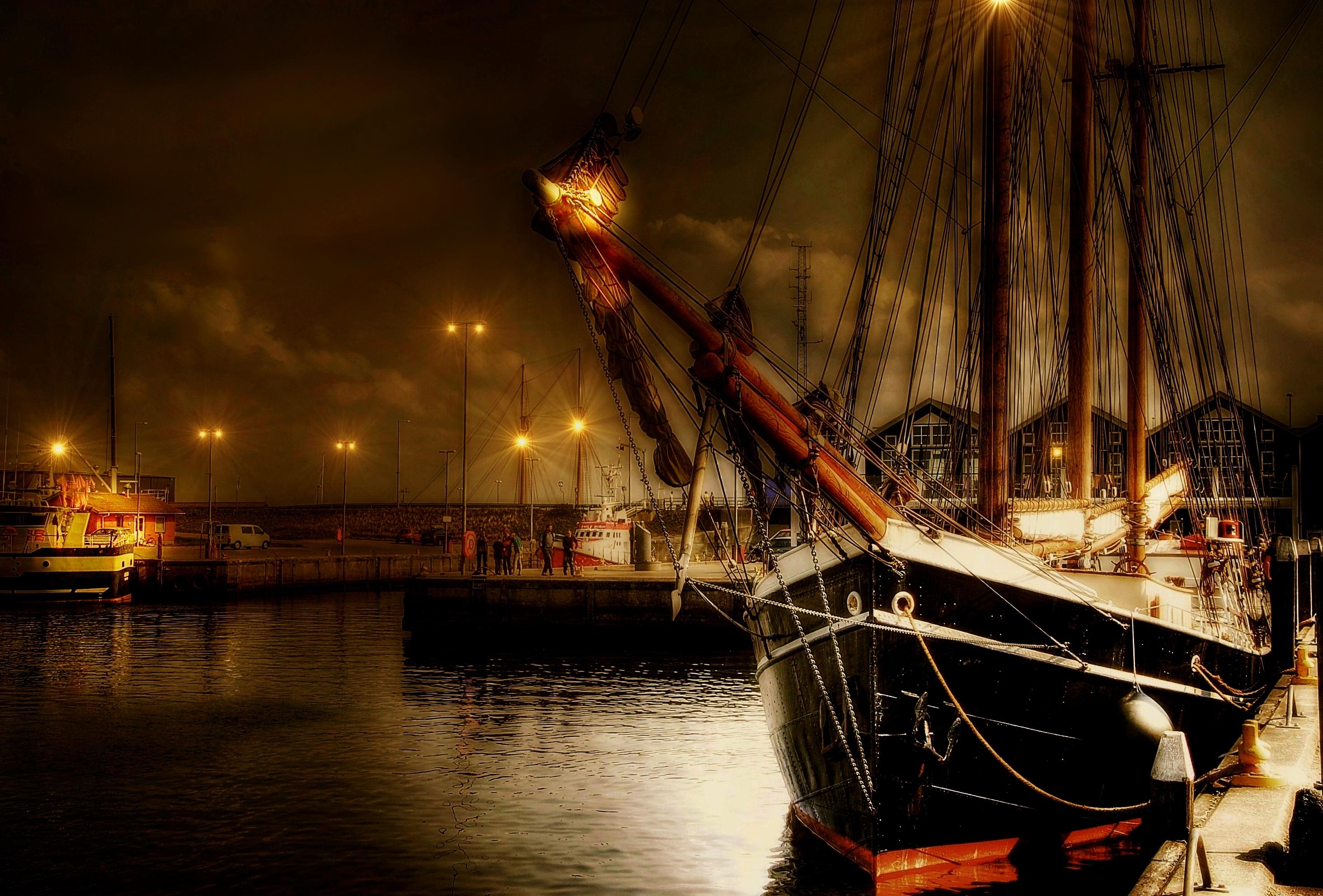 Sailing vessel photo