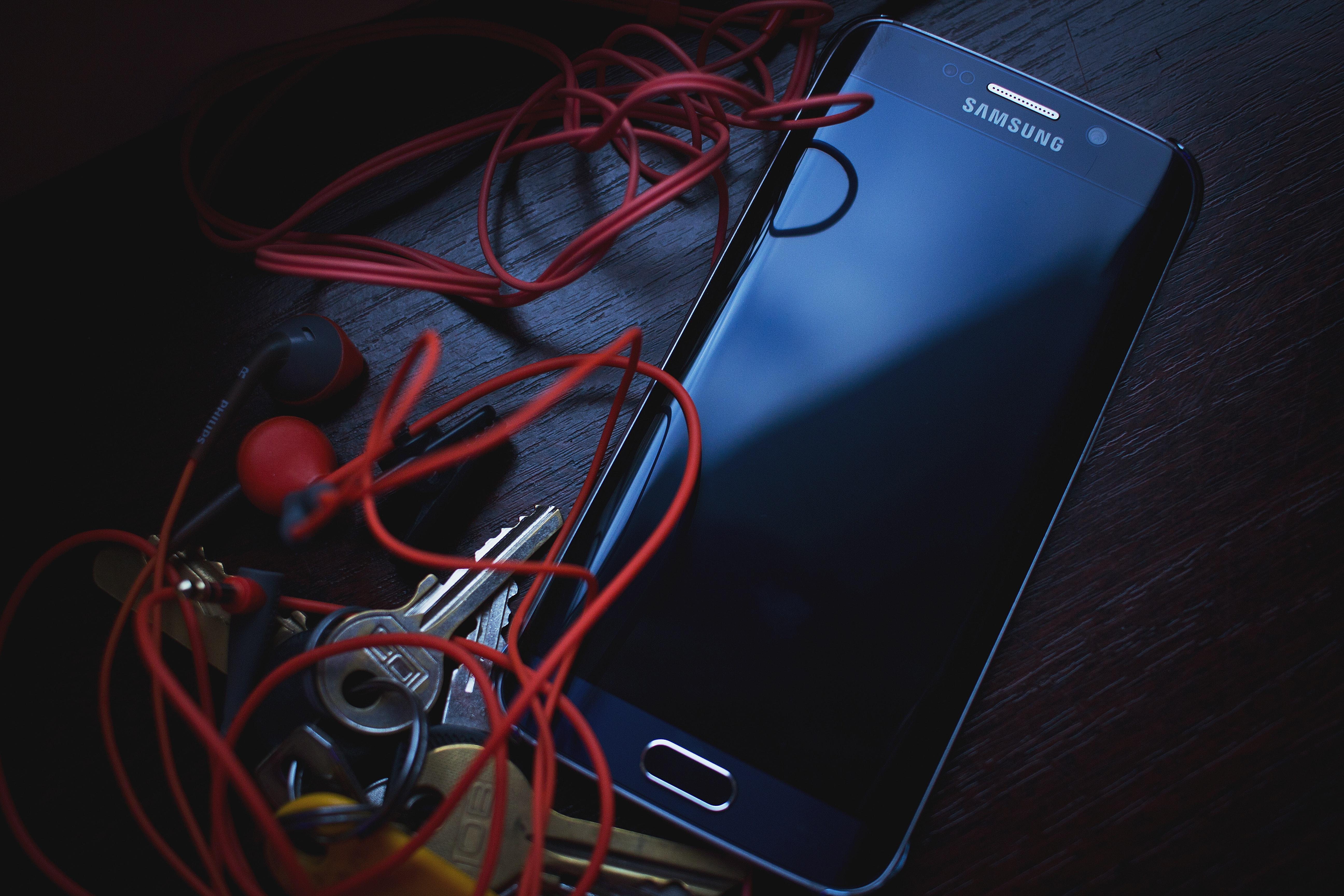 Samsung black galaxy s6 edge photo