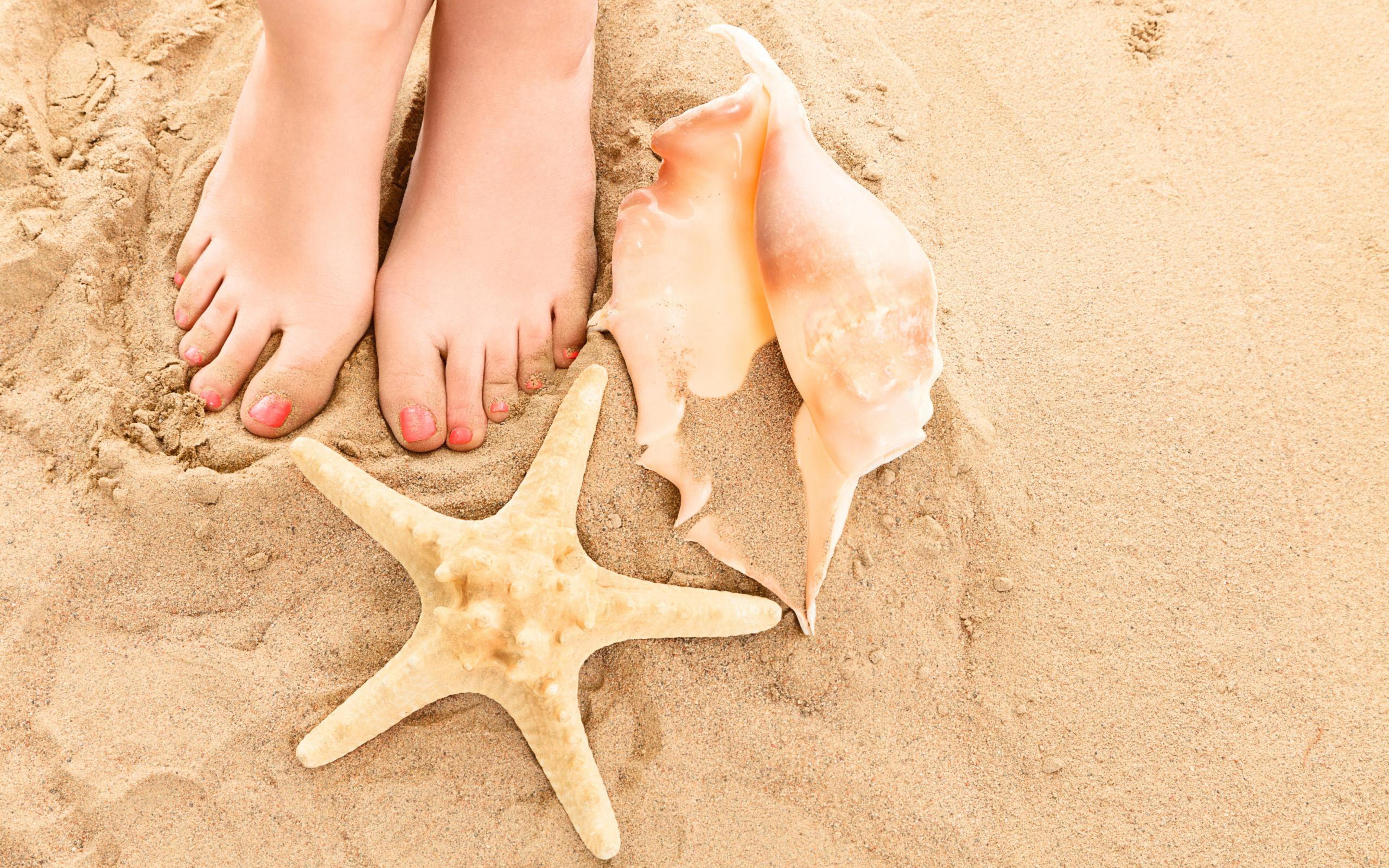 Sand and feet photo