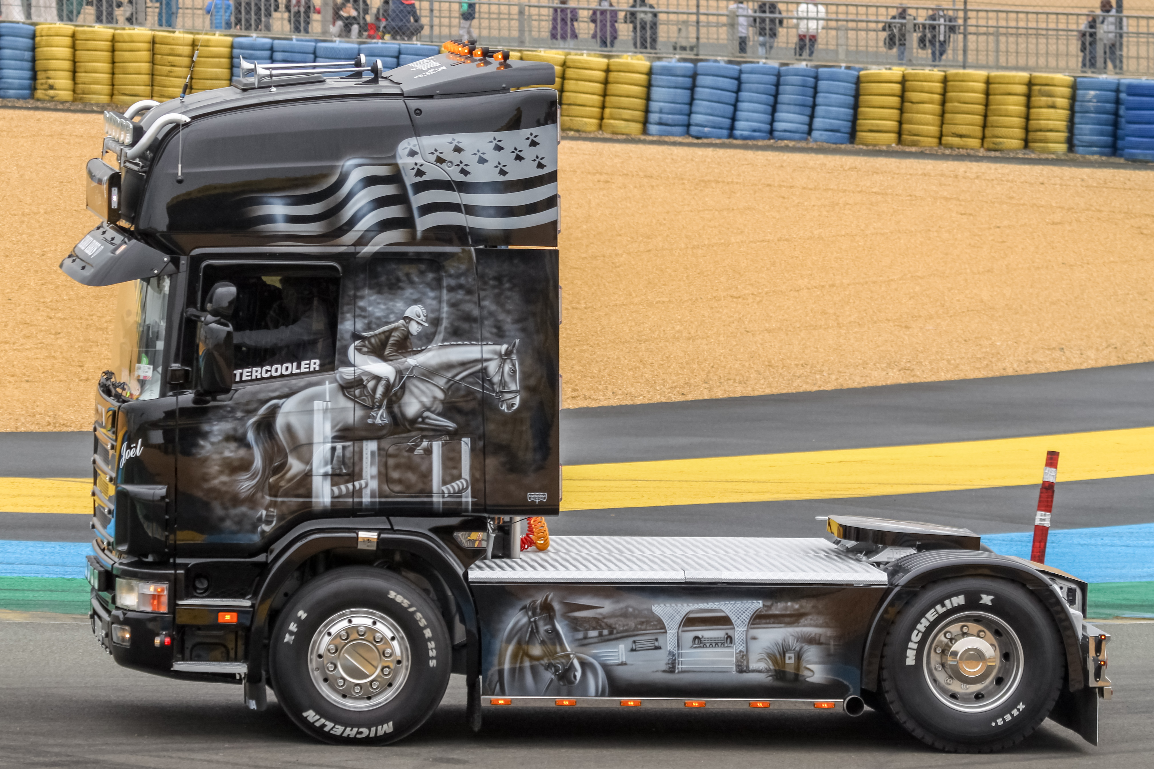 Scania Trucks Pictures - New, Old, Custom & Show Truck Photo Galleries