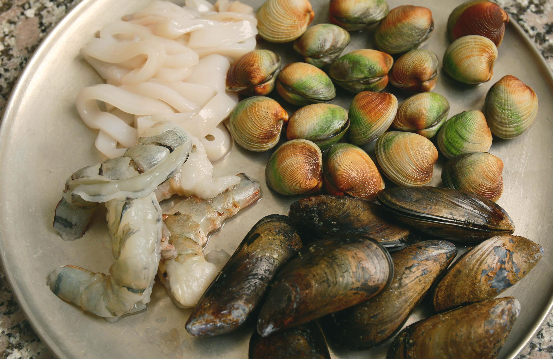 Jjamppong (Spicy mixed-up seafood noodle soup) recipe - Maangchi.com