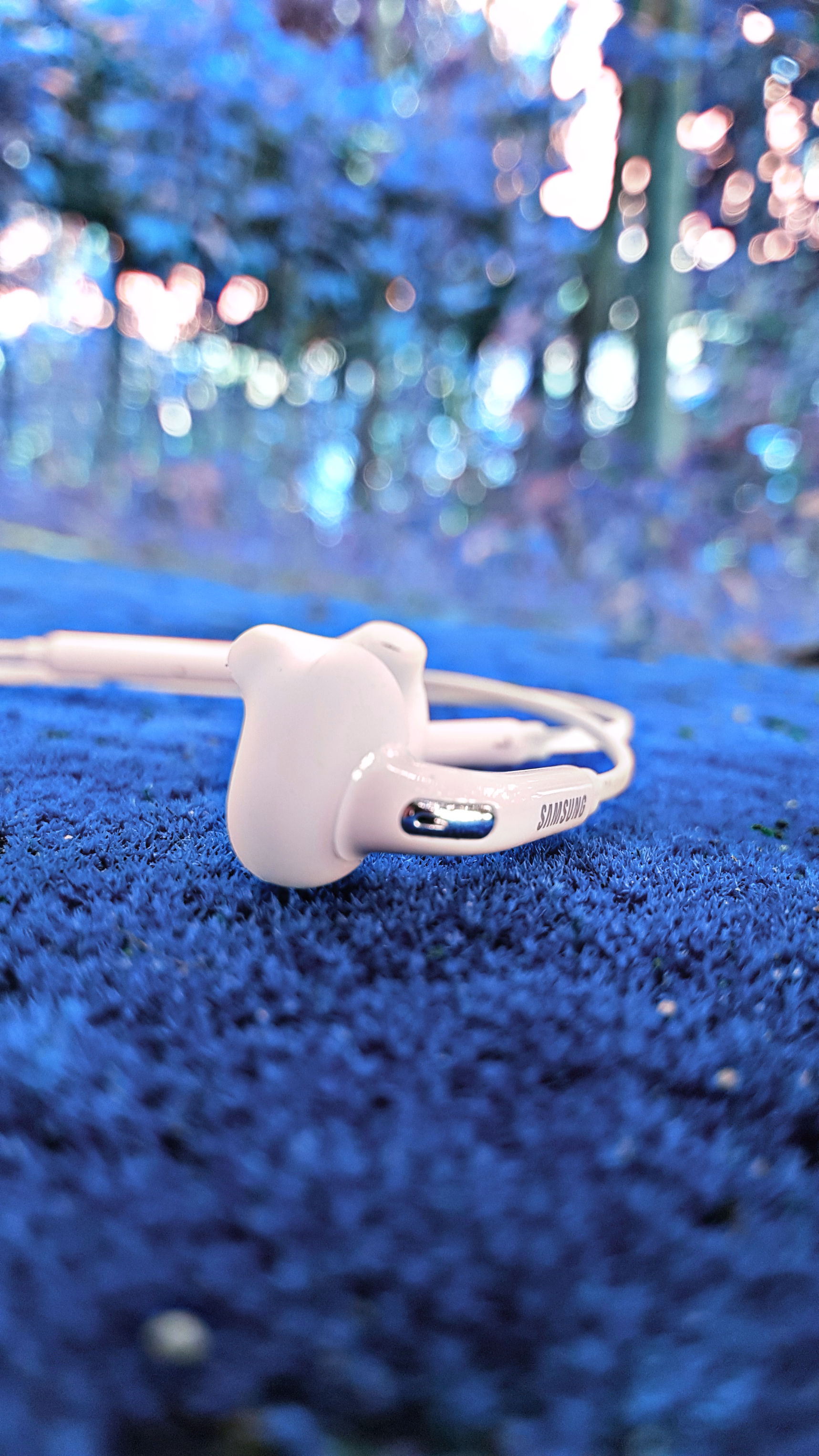 Shallow Focus Photography of White Samsung Earphones, Blur, Travel, Telecommunication, Summer, HQ Photo