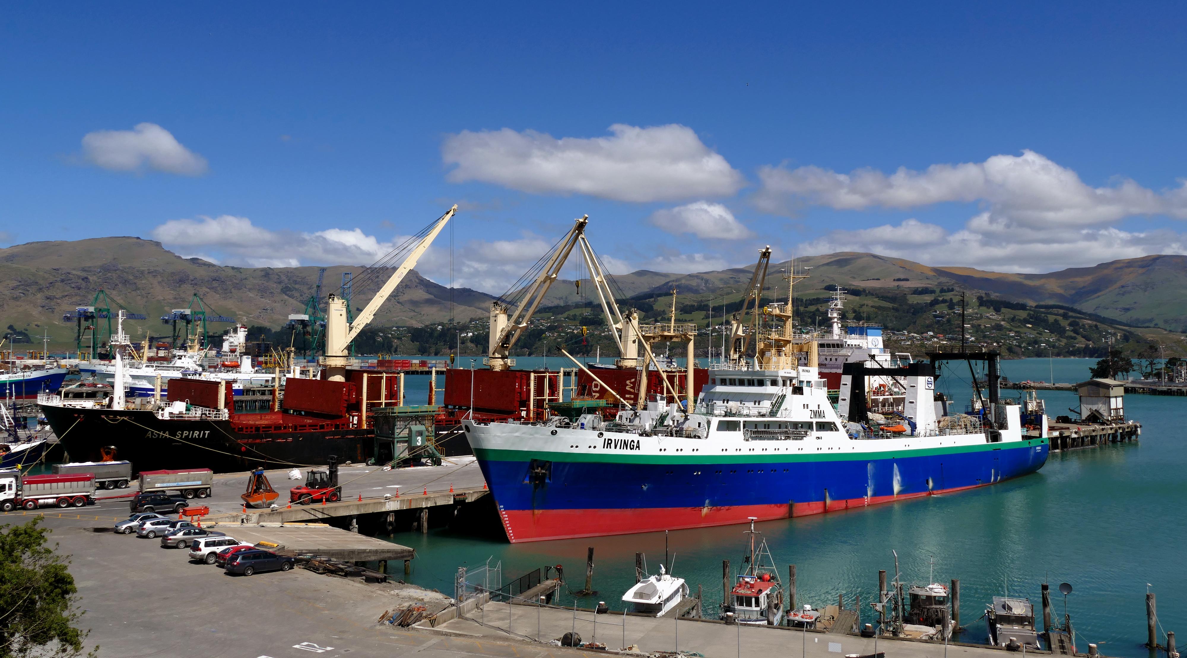 Shipping. port lyttleton. nz photo