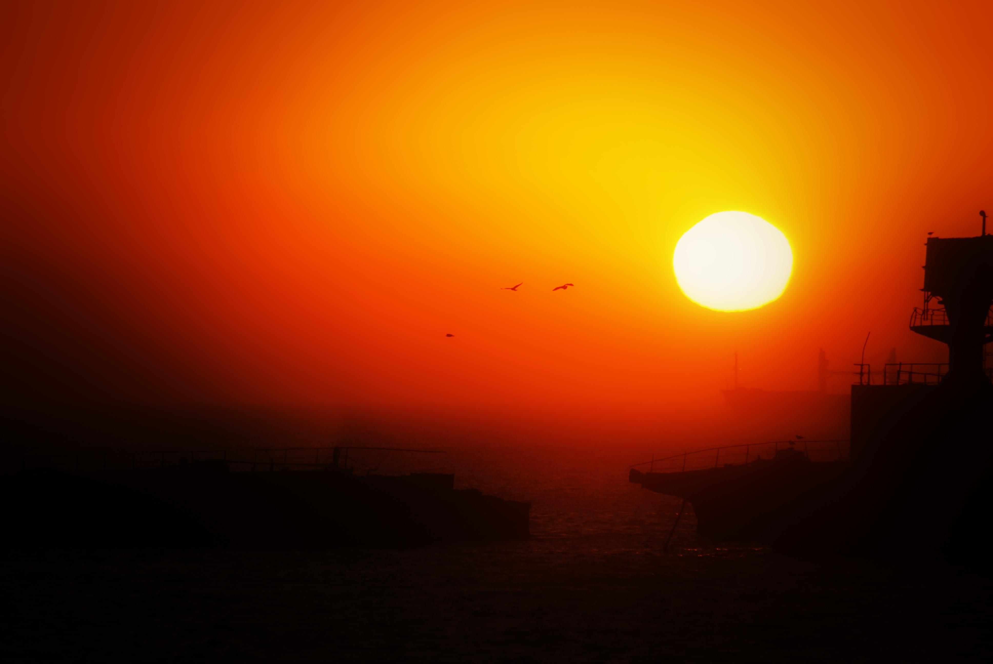 Shipwreck sun photo