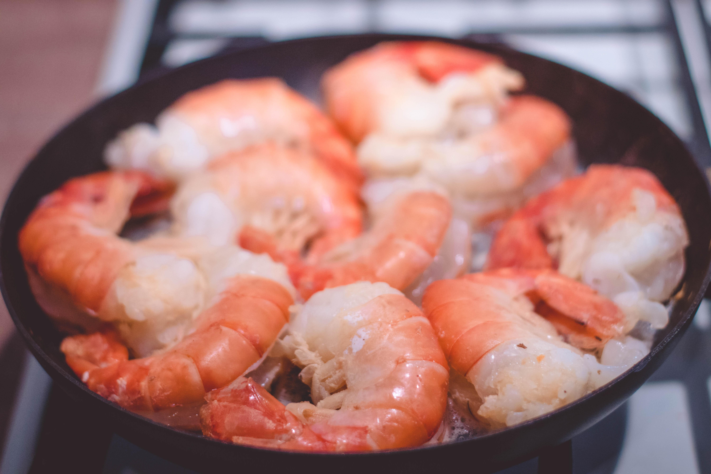 Shrimp on black pan photo