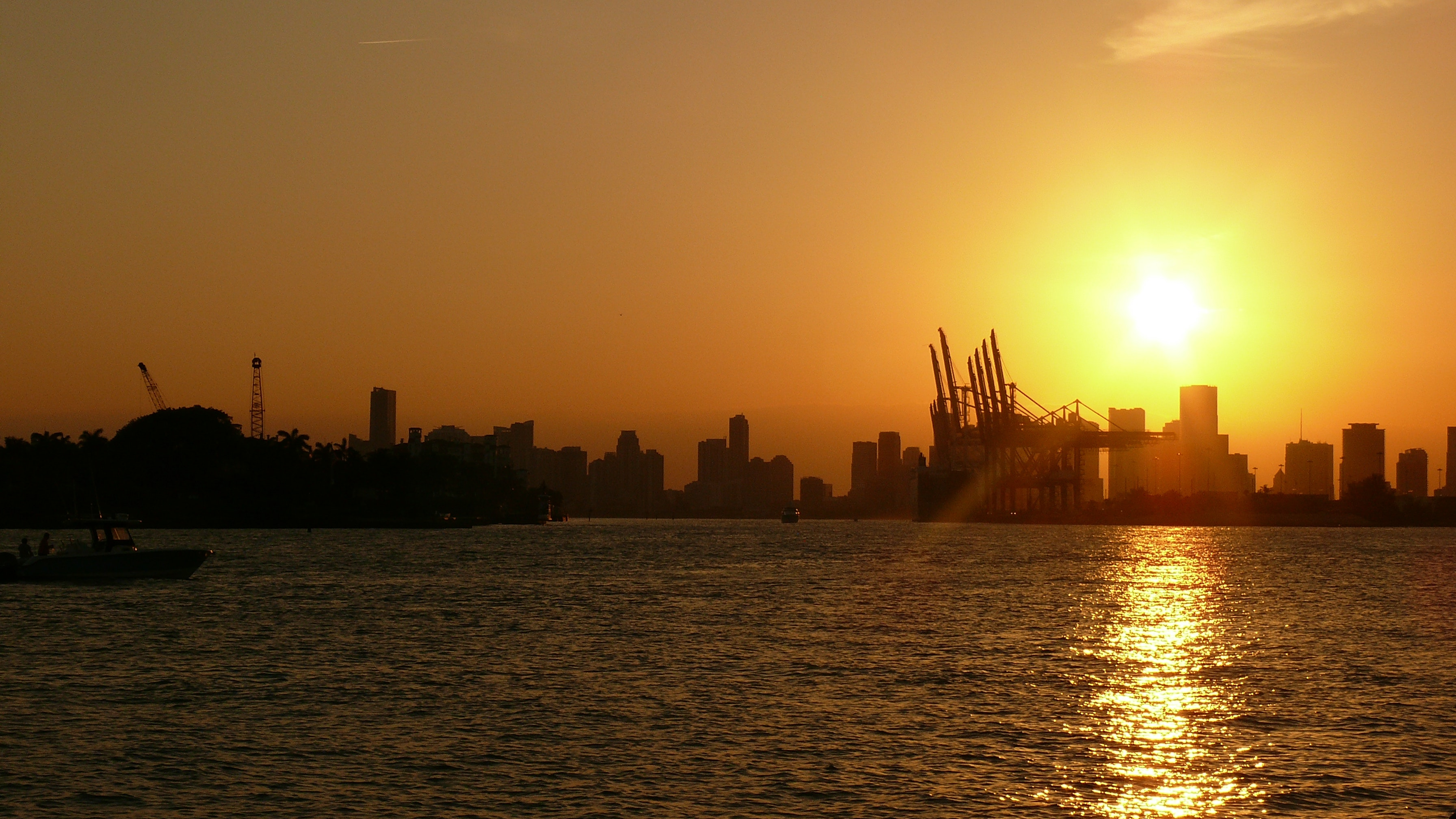 Silhouette of Buildings Near Body of Water Under Golden Hour, Architecture, Pier, Watercrafts, Water, HQ Photo