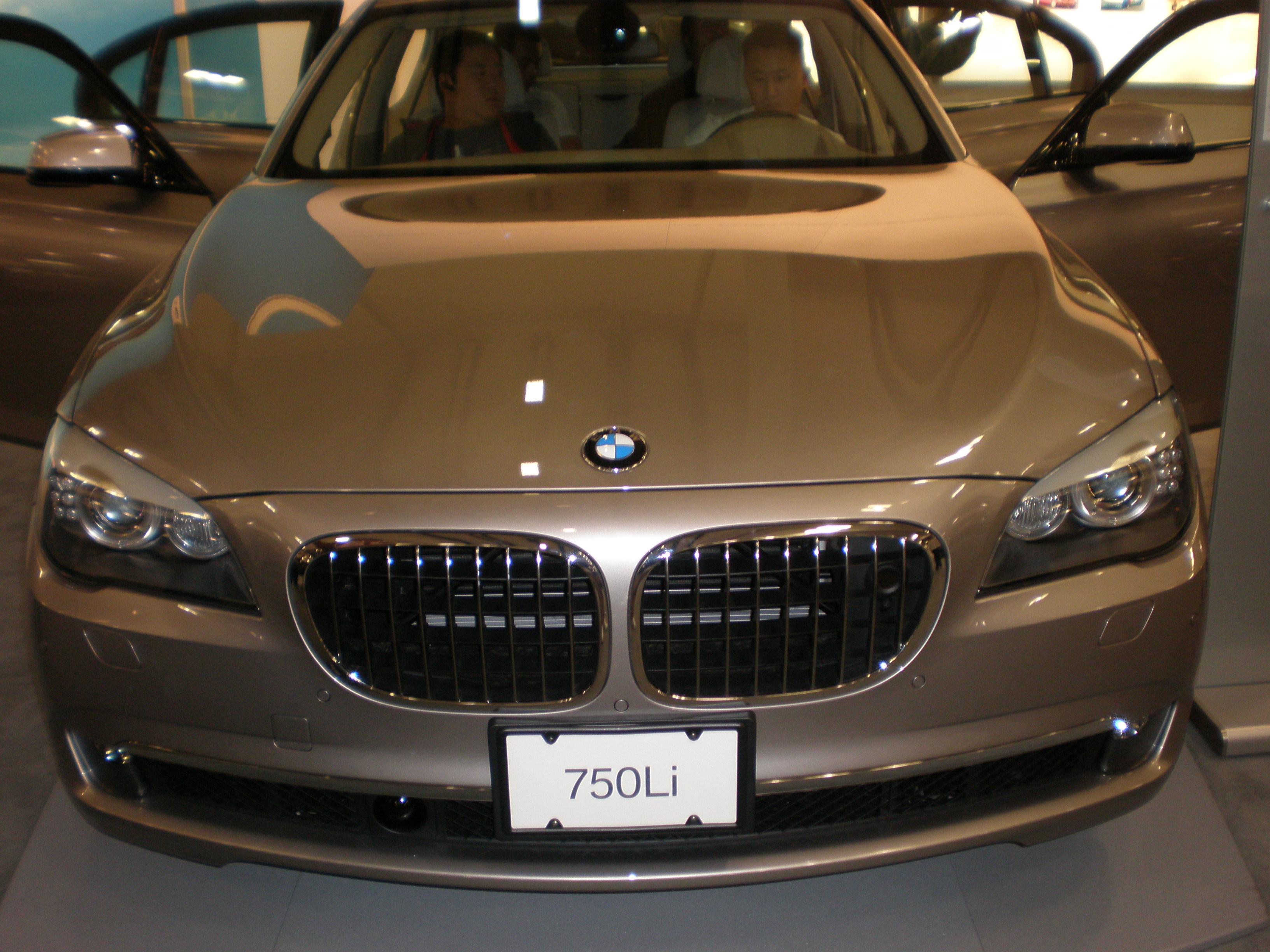 File:2009 silver BMW 750Li sedan front.JPG - Wikimedia Commons